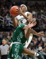 Cassius Winston scores against Green Bay guard PJ Pipes in the first half.