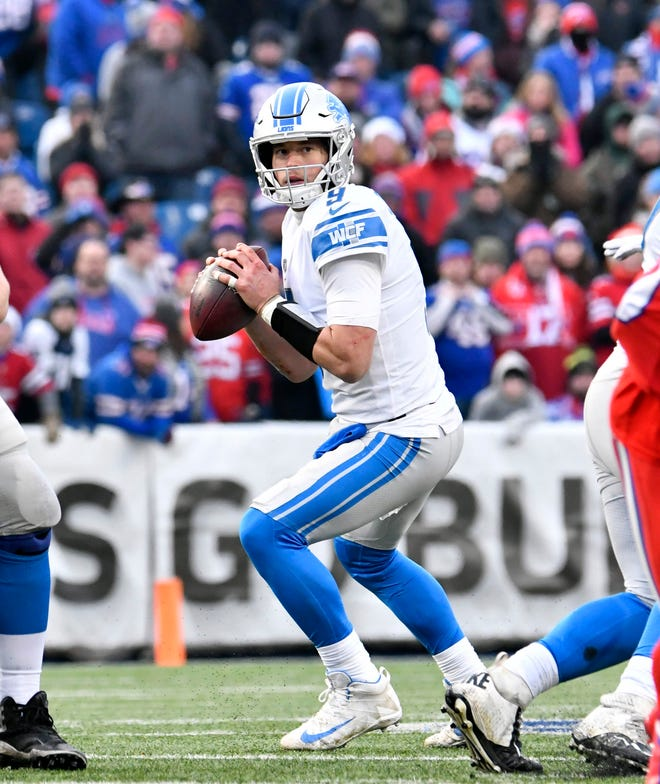 Lions quarterback Matthew Stafford sets up in the pocket in the fourth quarter of the Lions' 14-13 loss on Sunday, Dec. 16, 2018, in Orchard Park, N.Y.