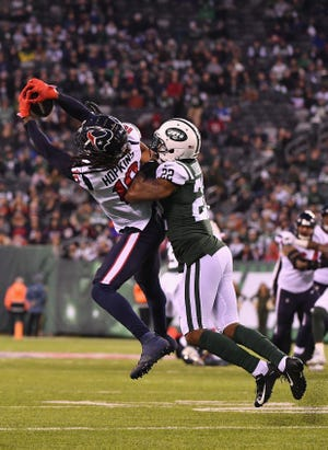 Wide receiver DeAndre Hopkins of the  Texans makes a catch against cornerback Trumaine Johnson of the Jets.
