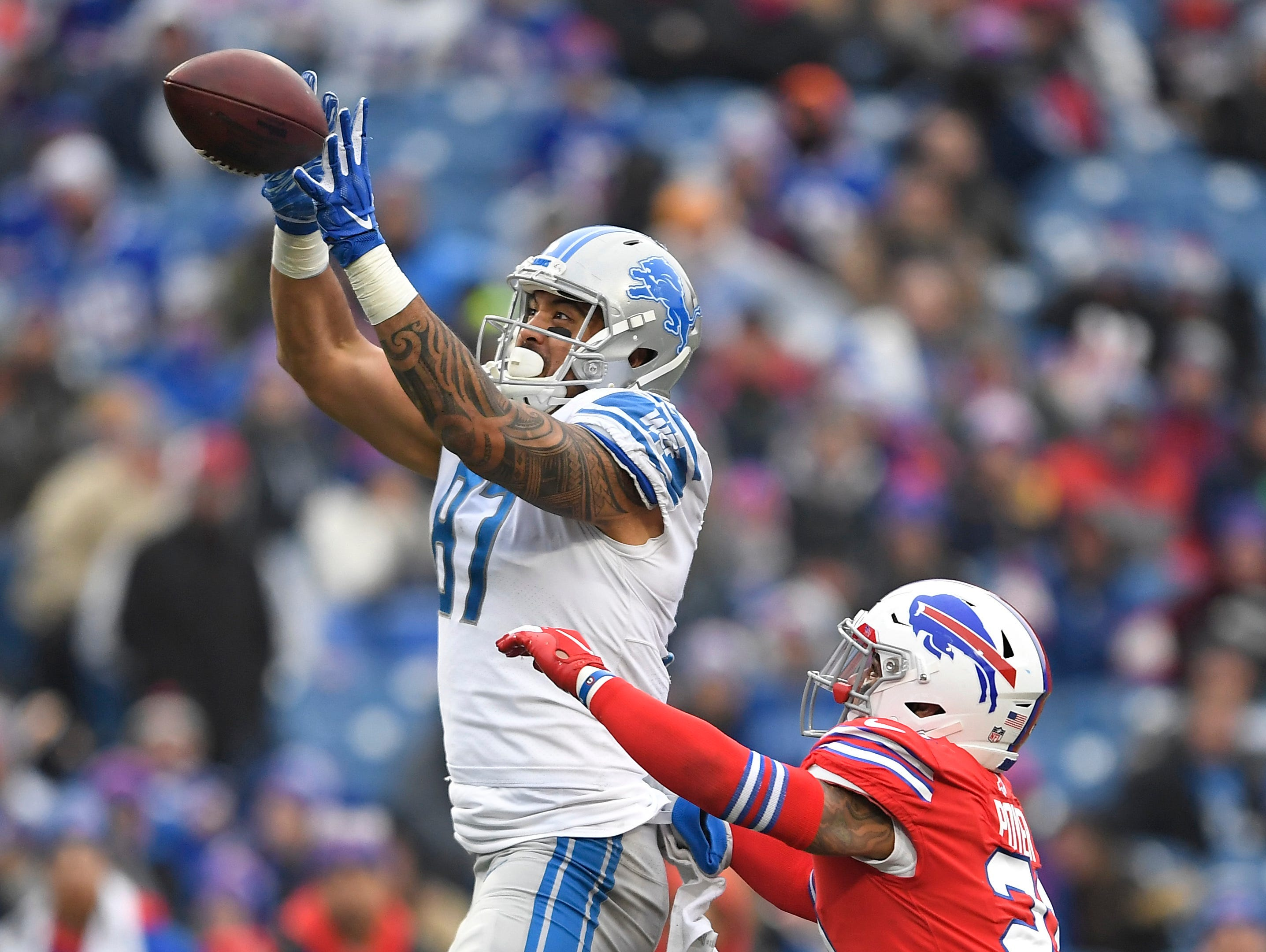Detroit Lions tight end Levine Toilolo (87) catches a pass under pressure from Buffalo Bills strong safety Micah Hyde (23) during the second half.