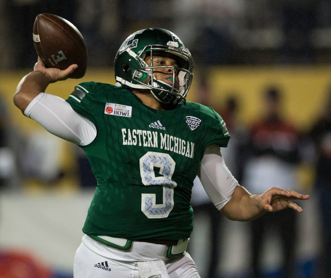 Eastern Michigan quarterback Mike Glass III