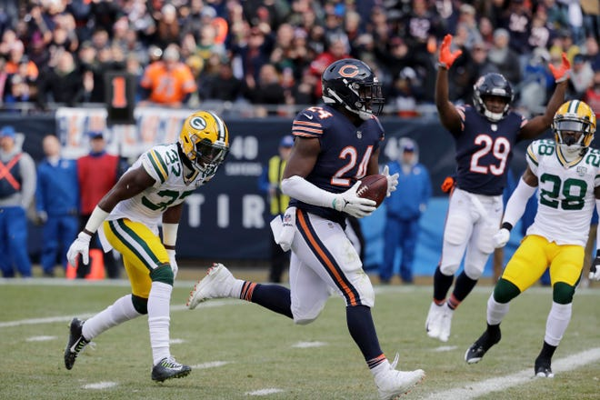 Bears running back Jordan Howard (24) runs to the end zone for a touchdown during the first half against the Packers on Sunday.