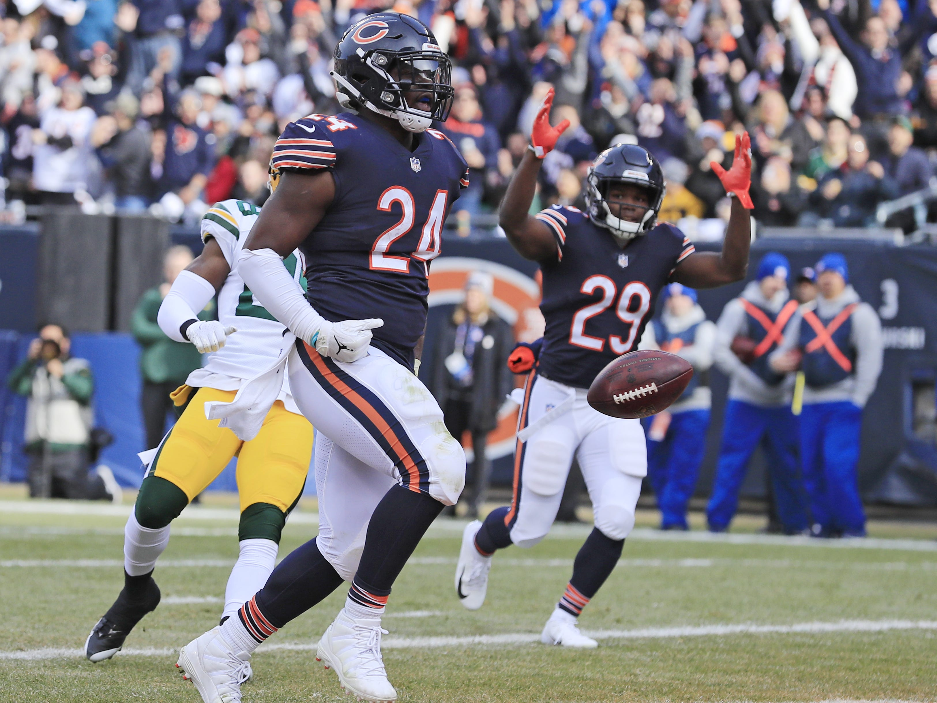 Chicago Bears running back Jordan Howard (24) rushes for a touchdown in the first quarter against the Green Bay Packers at Soldier Field on Sunday, December 16, 2018 in Chicago, Illinois. Adam Wesley/USA TODAY NETWORK-Wis