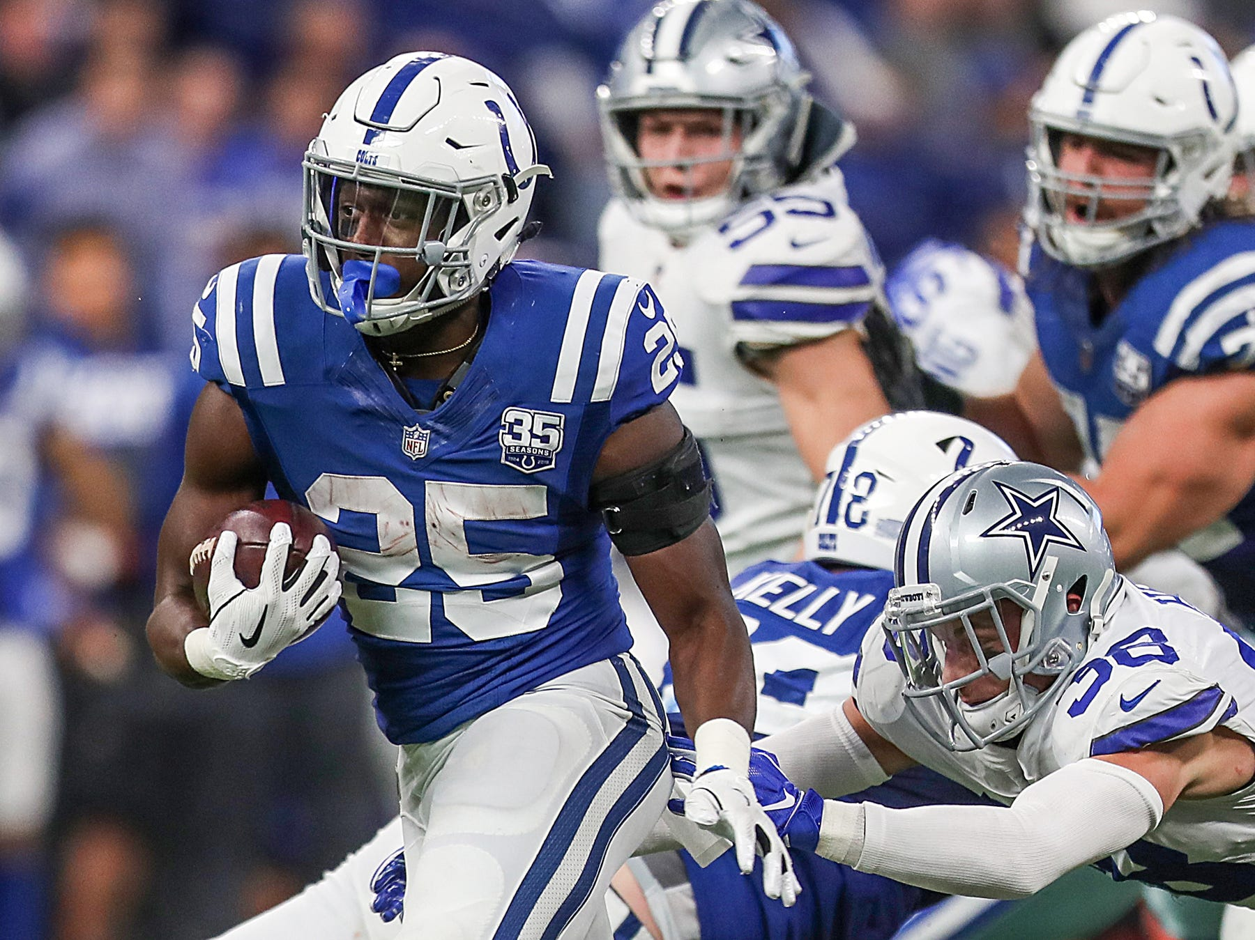 Indianapolis Colts running back Marlon Mack (25) carries the ball in the second half of the game at Lucas Oil Stadium in Indianapolis, Sunday, Dec. 16, 2018.