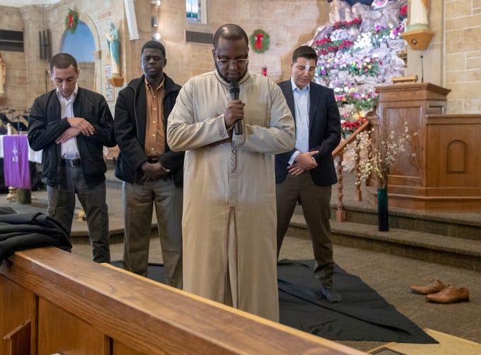 Muslims, Catholics meet in prayer at Indianapolis church