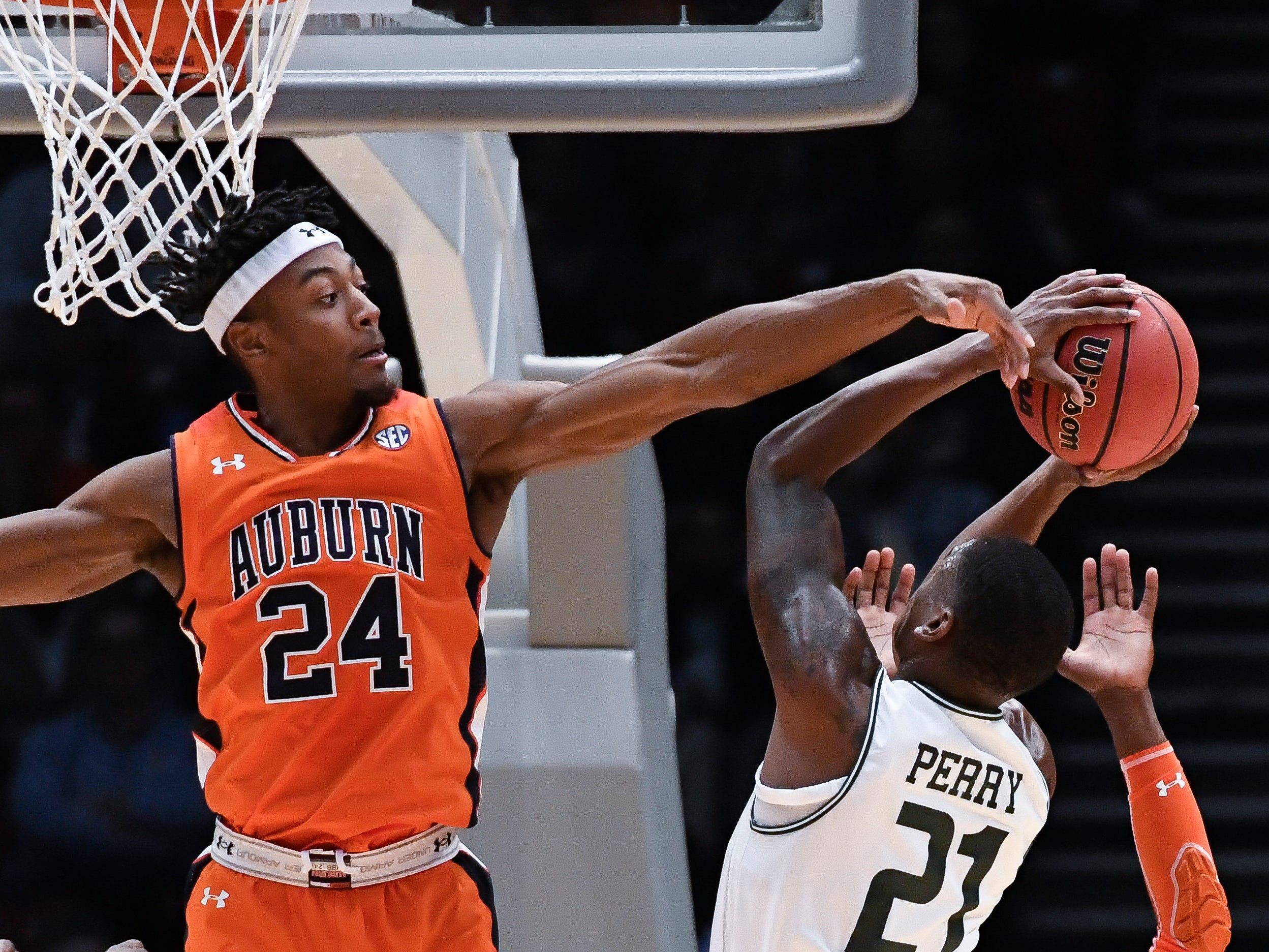 Auburn forward Anfernee McLemore (24) defends a shot by UAB guard Jalen Perry (21) on Saturday, Dec. 15, 2018, in Birmingham, Ala.