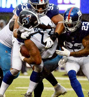 Titans running back Derrick Henry (22) powers to the 2-yard line in the third quarter Sunday at MetLife Stadium.