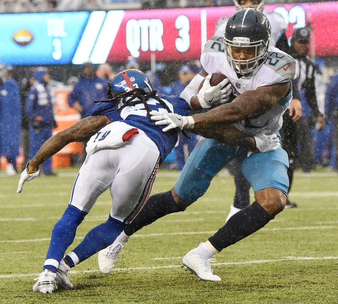 Titans running back Derrick Henry (22) runs in for a touchdown in the third quarter Sunday.