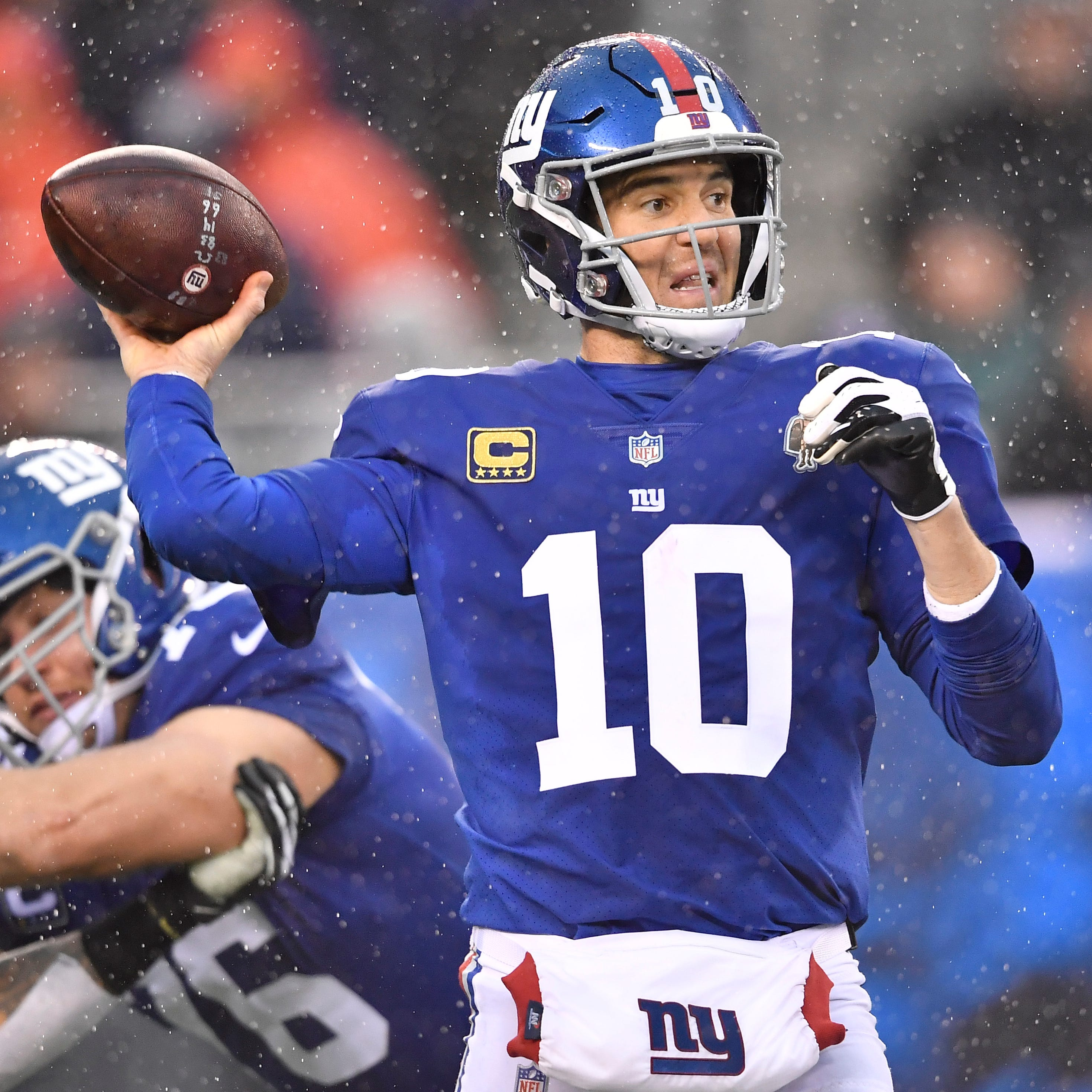 Giants can't let fear of 'QB hell' stop them from considering all options for future