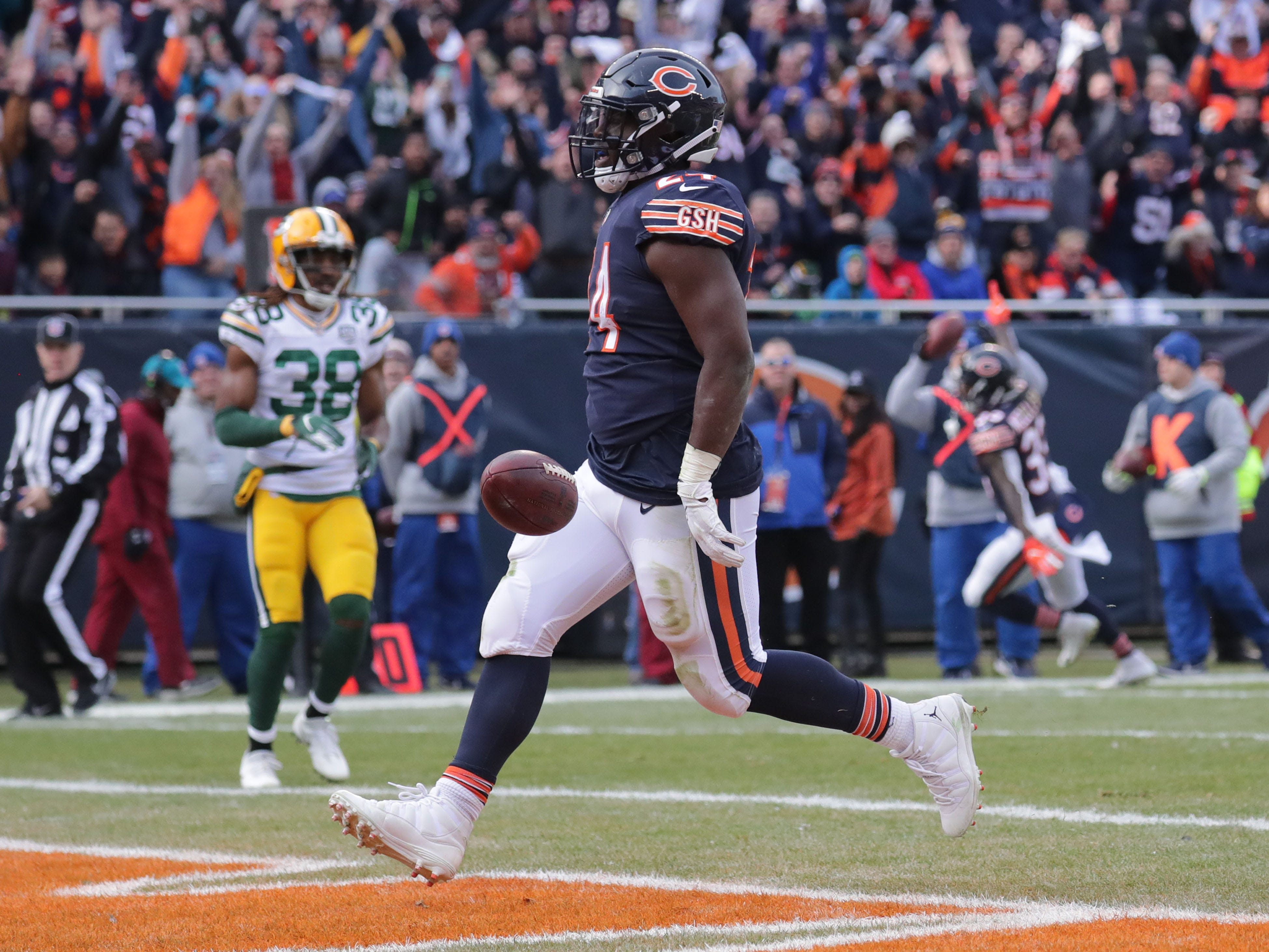 Chicago Bears' Jordan Howard scores a touchdown during the 1st half of the Green Bay Packers game against the Chicago Bears at Soldier Field Sunday, Dec. 16, 2018, in Chicago. Photo by Mike De Sisti / The Milwaukee Journal Sentinel