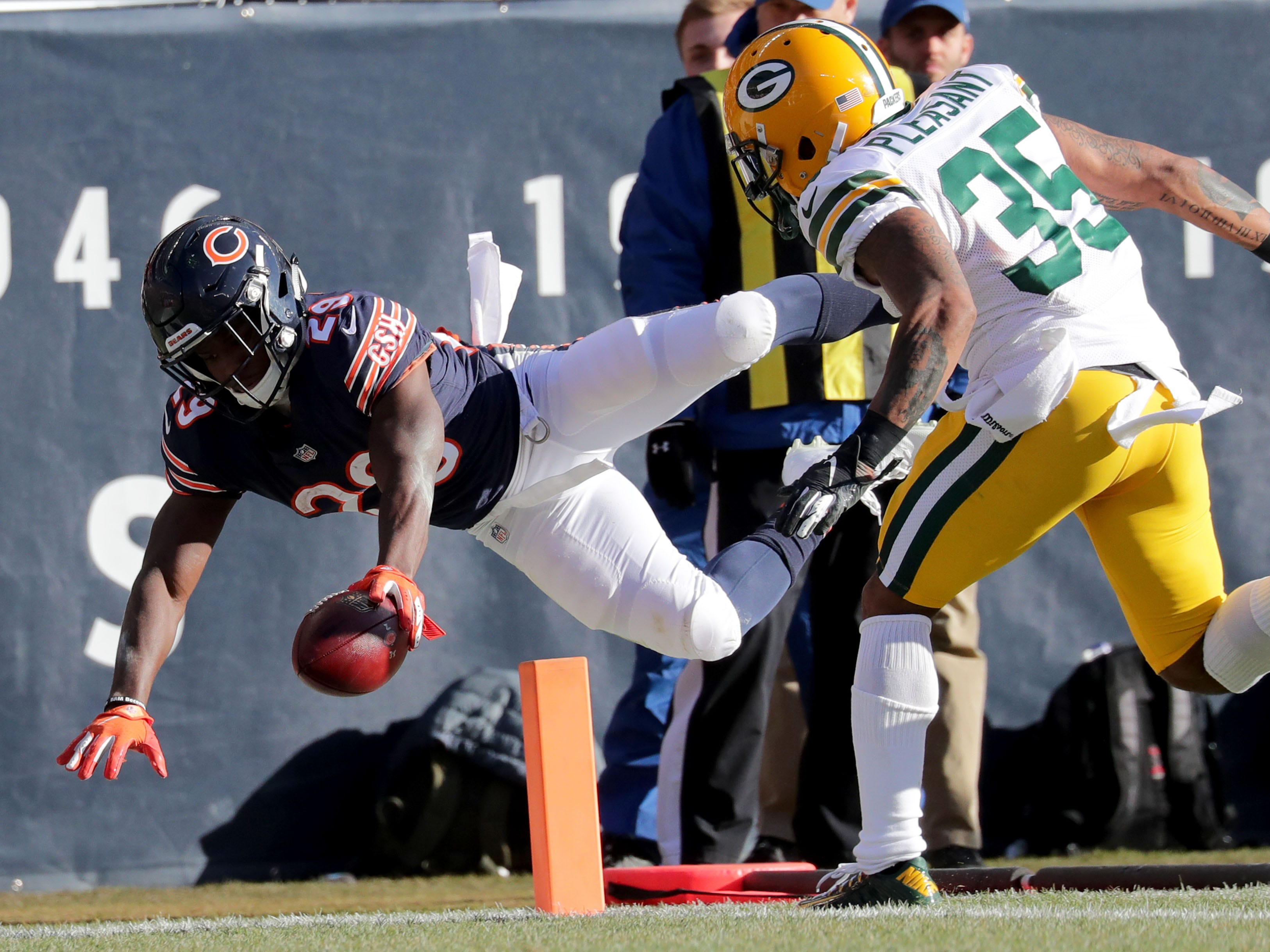 Chicago Bears' Tarik Cohen dives for the touchdown past Green Bay Packers' Eddie Pleasant during the 1st half of the Green Bay Packers game against the Chicago Bears at Soldier Field Sunday, Dec. 16, 2018, in Chicago. Photo by Mike De Sisti / The Milwaukee Journal Sentinel