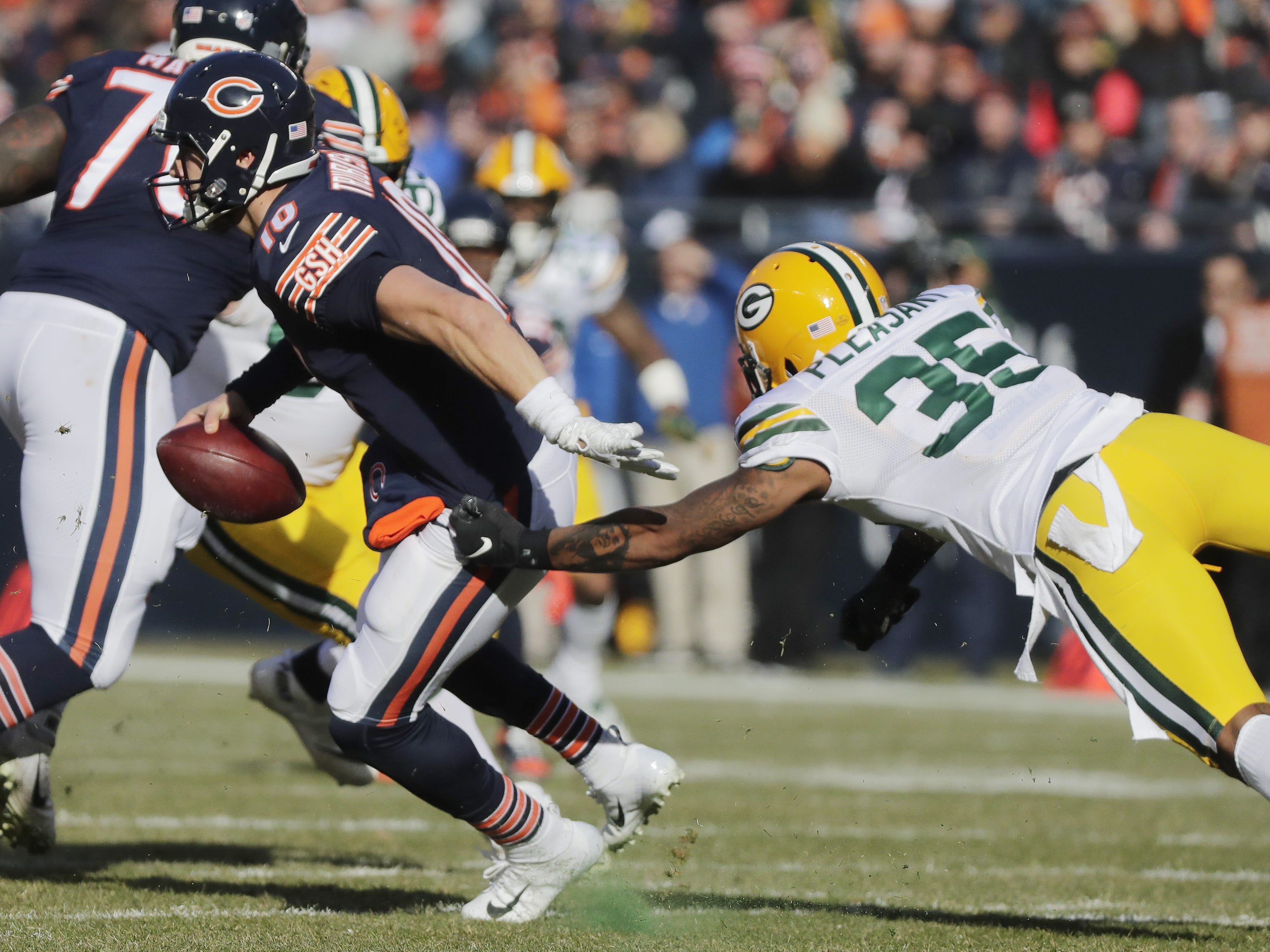 Chicago Bears quarterback Mitchell Trubisky (10) eludes pressure from Green Bay Packers defensive back Eddie Pleasant (35) in the second quarter at Soldier Field on Sunday, December 16, 2018 in Chicago, Illinois. Adam Wesley/USA TODAY NETWORK-Wis