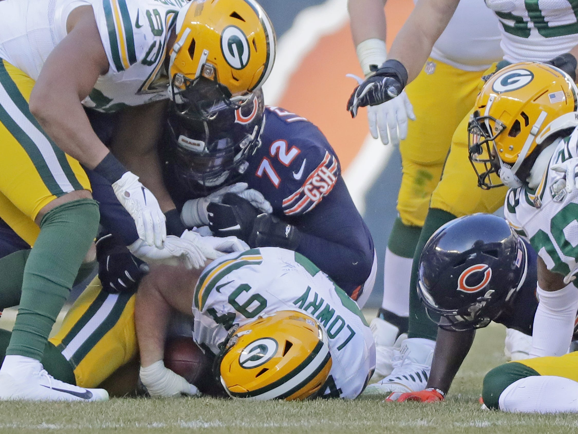 Green Bay Packers defensive end Dean Lowry (94) recovers a fumble by the Chicago Bears in the second half at Soldier Field on Sunday, December 16, 2018 in Chicago, Illinois. Adam Wesley/USA TODAY NETWORK-Wis