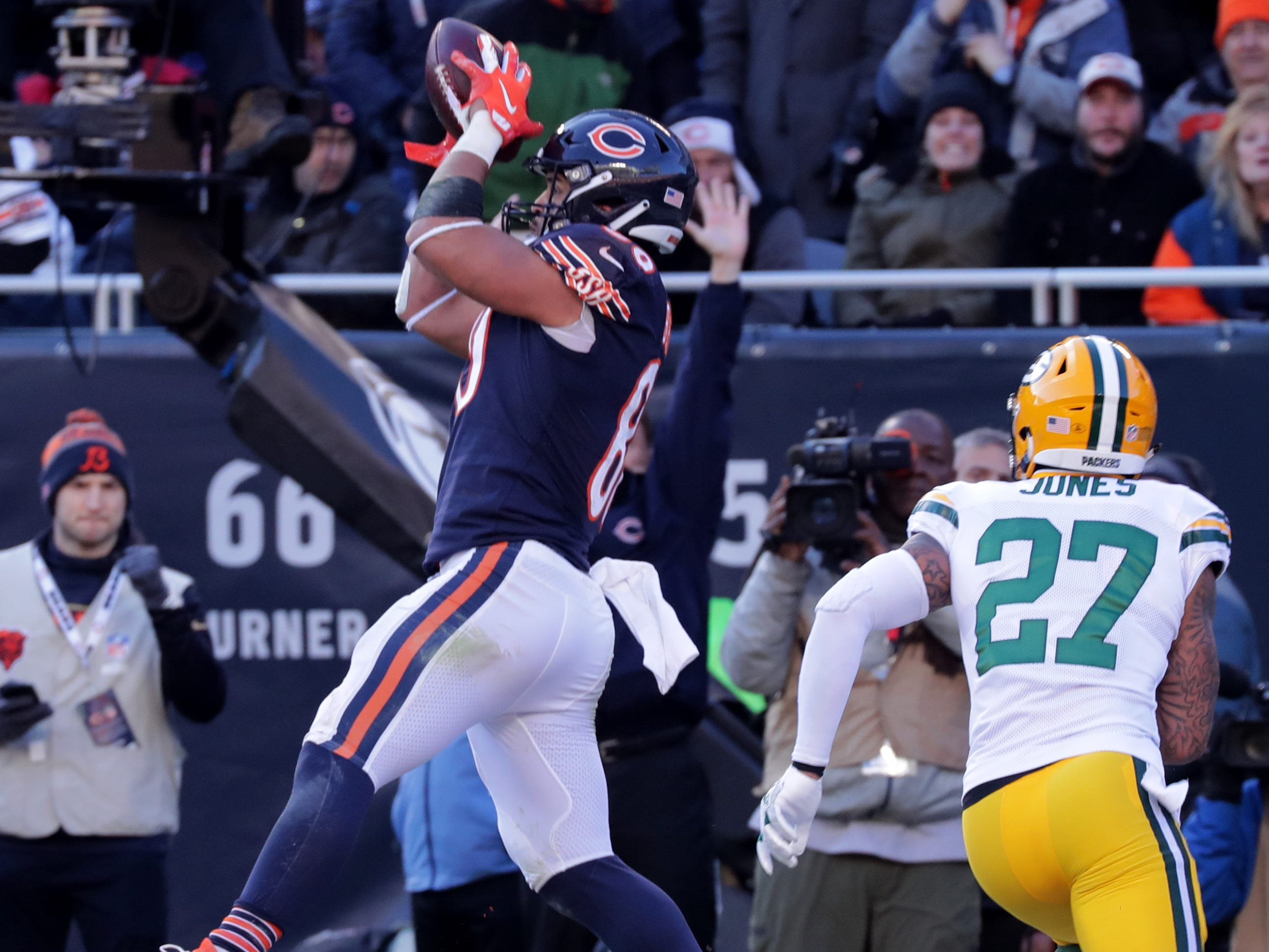Chicago Bears tight end Trey Burton (80) scores a touchdown on 13-yard pass as Green Bay Packers defensive back Josh Jones (27) looks on duyrun the fourth  quarter of their game Sunday, December 25, 2018 at Soldier Field in Chicago, Ill. The Chicago Bears beat the Green Bay Packers 24-17.  MARK HOFFMAN/MILWAUKEE JOURNAL SENTINEL