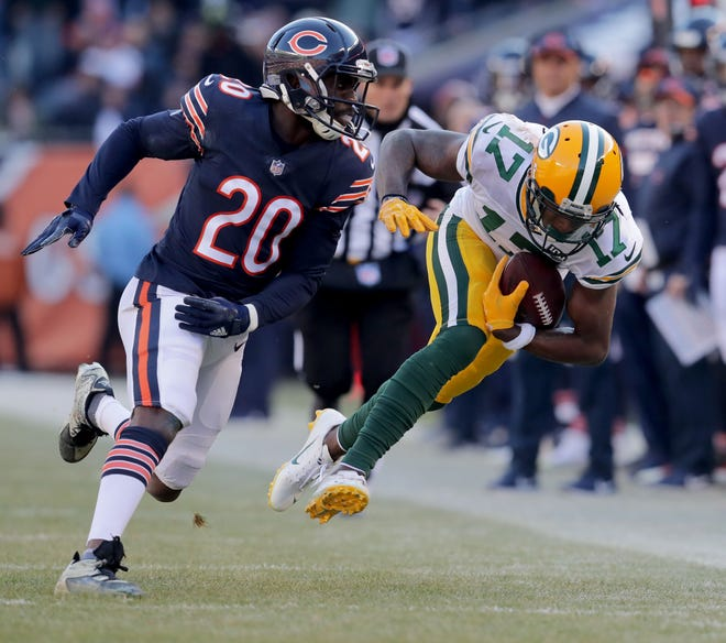 Green Bay Packers' Davante Adams catches a pass defended by Chicago Bears' Prince Amukamara during the 2nd half of the Green Bay Packers 24-17 loss to the Chicago Bears at Soldier Field Sunday, Dec. 16, 2018, in Chicago. Photo by Mike De Sisti / The Milwaukee Journal Sentinel