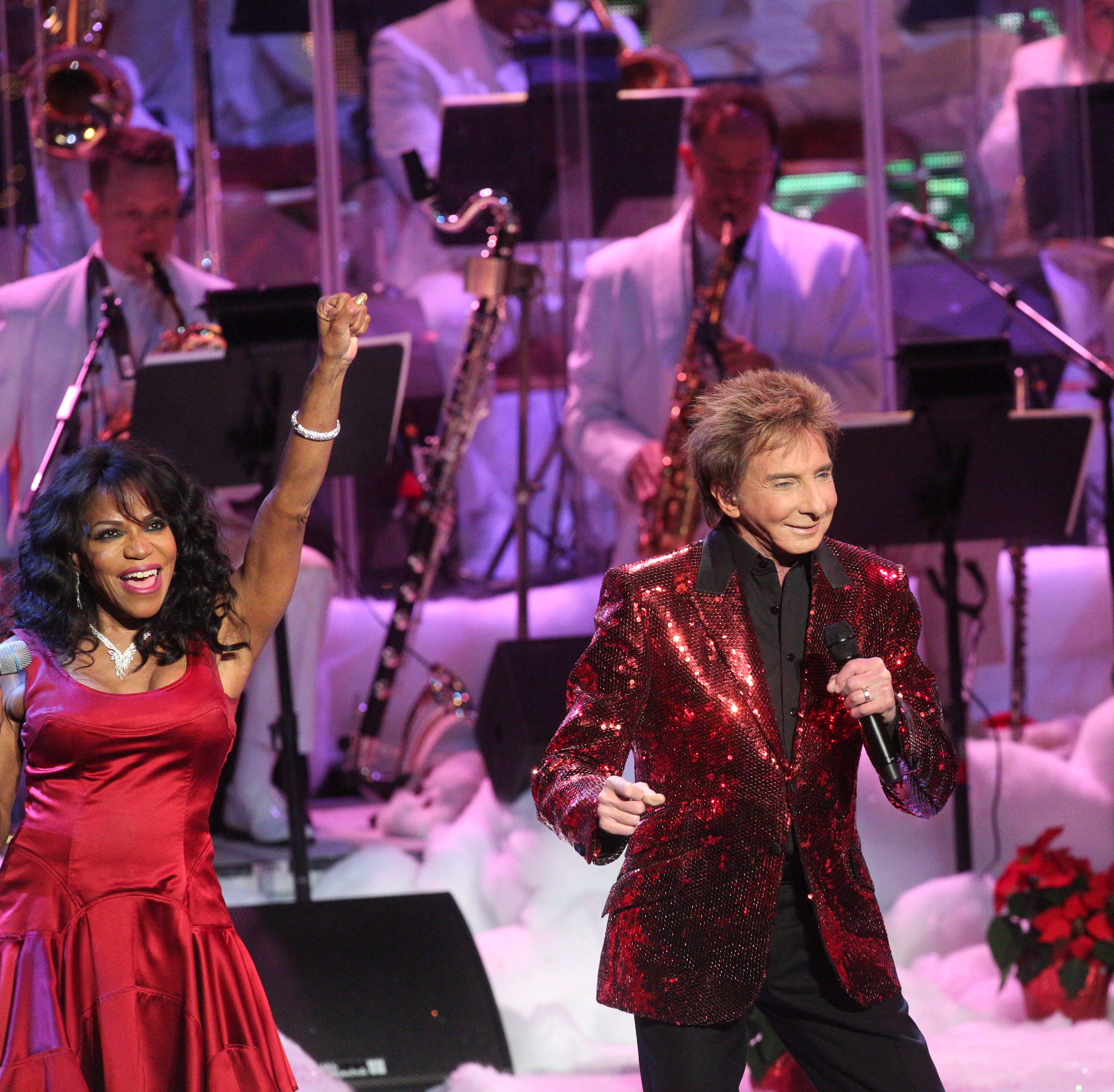 Barry Manilow's 'Very Barry Christmas' is bigger, louder than before