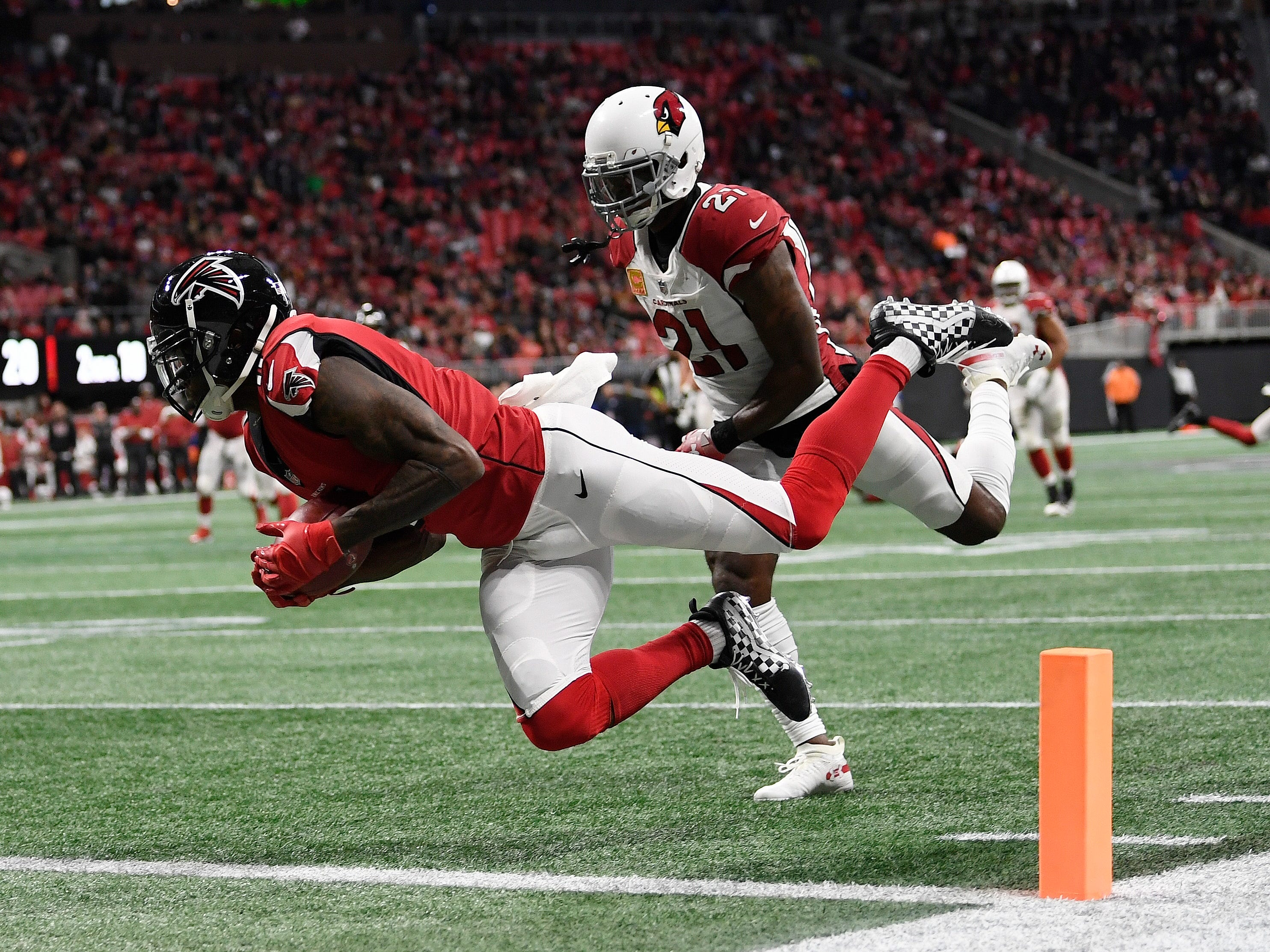 Atlanta Falcons wide receiver Julio Jones (11) makes a touchdown catch against Arizona Cardinals cornerback Patrick Peterson (21) during the first half of an NFL football game, Sunday, Dec. 16, 2018, in Atlanta.