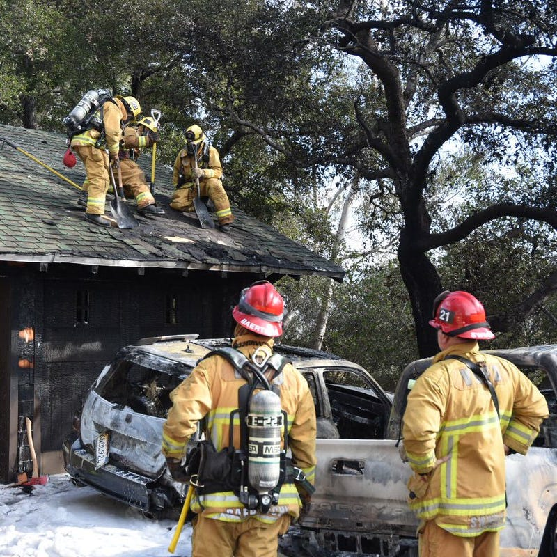 Fire at Ojai residence Sunday engulfs two vehicles, sends dark smoke skyward