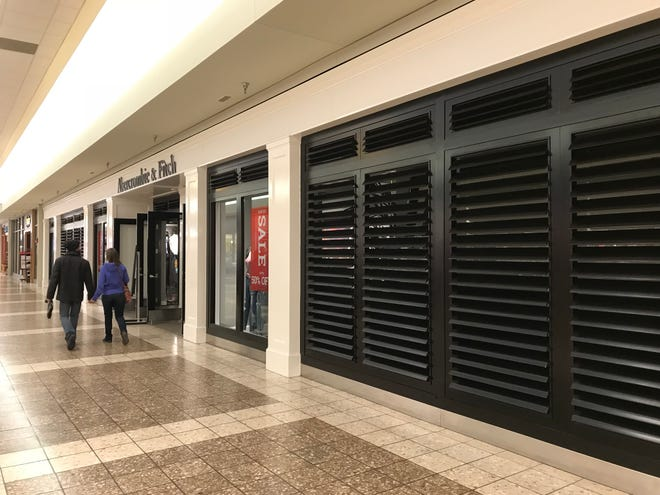 Abercrombie & Fitch will close in the Fox River Mall on December 26, 2018.