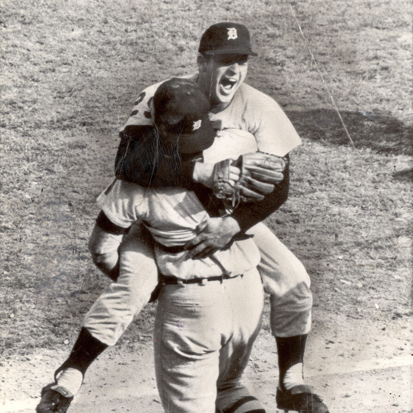 Mickey Lolich leaps into the arms of catcher Bill...