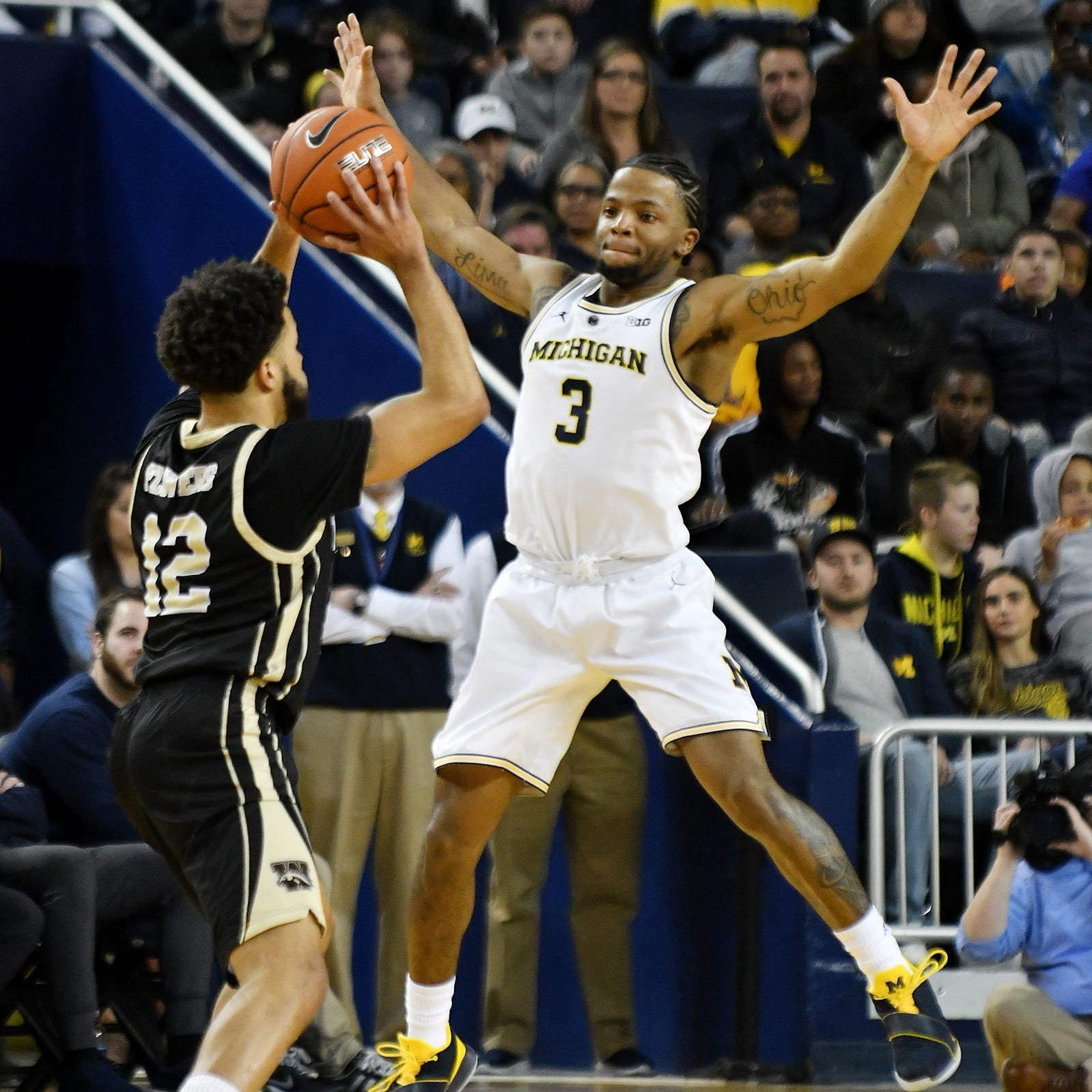 Michigan climbs to No. 4, Michigan State drops to No. 10 in AP basketball poll