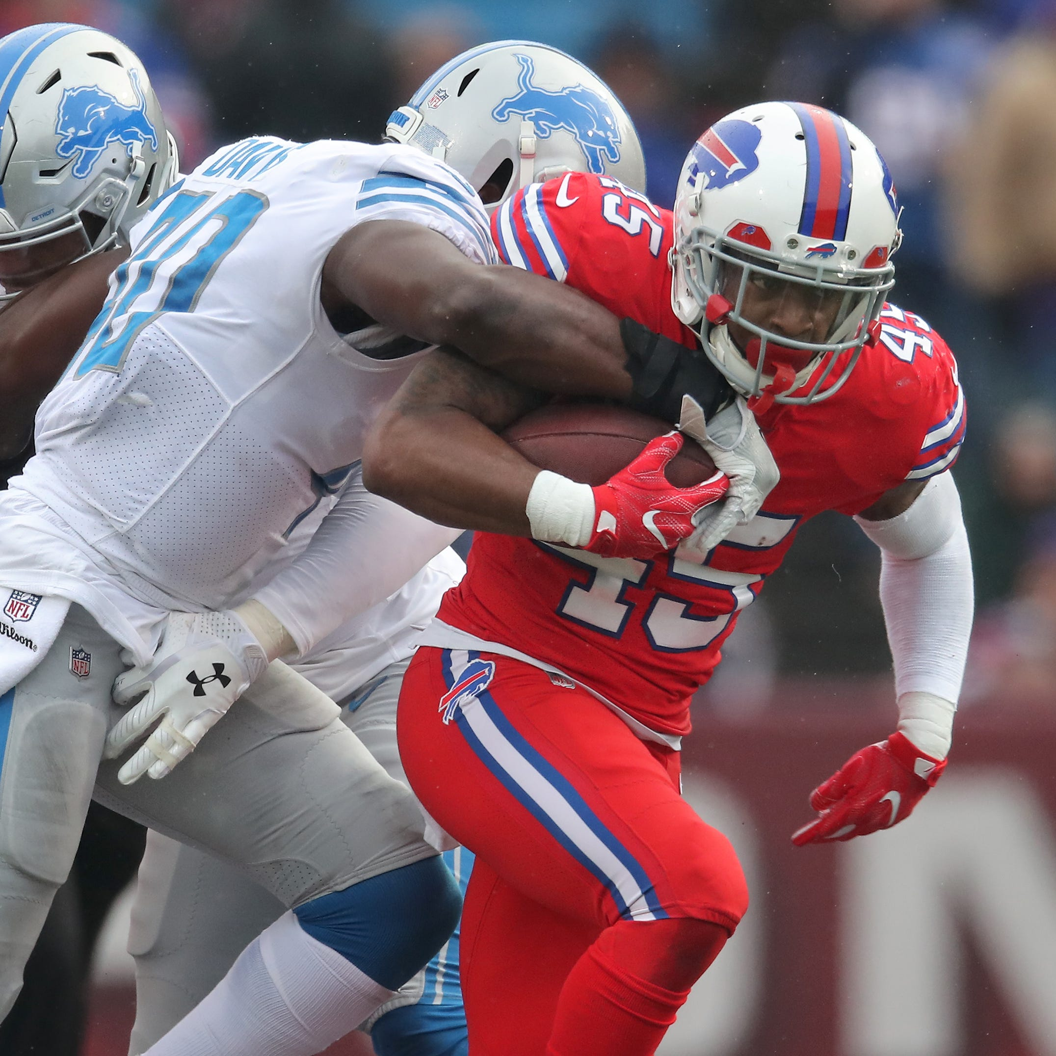 Lions' Davis grapples with another late-game mistake