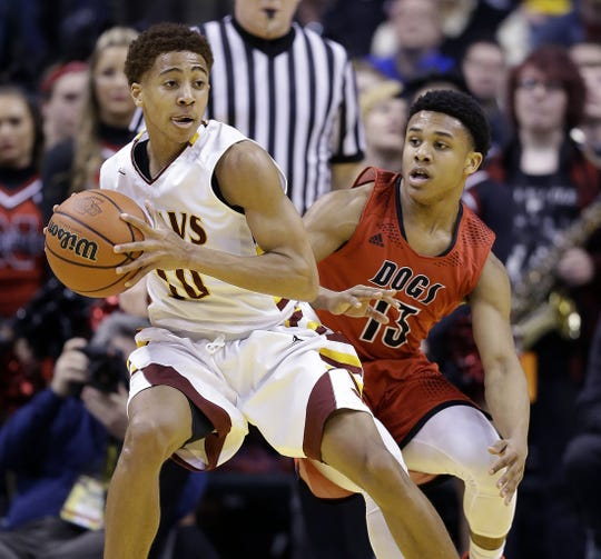 Rondale Moore (13) guards future IU point guard Rob Phinisee in the 2016 Class 4A state finals at Bankers Life Fieldhouse.