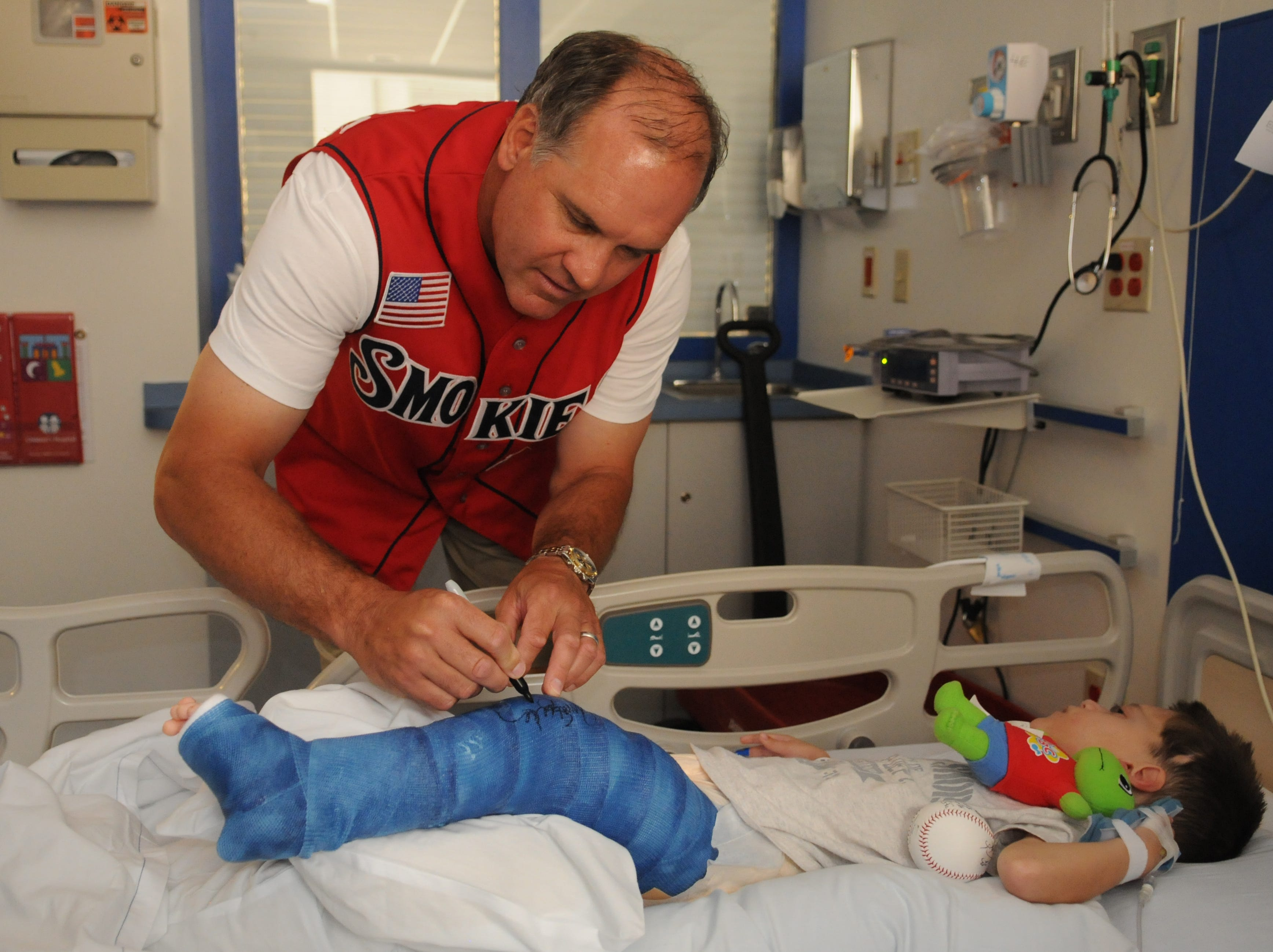 Tennessee Smokies Manager Ryne Sandberg autographs the cast of Caleb Carmon, 5, on Wednesday, May 27, 2009 at Childrens Hospital. Caleb is recovering from hip surgery.
