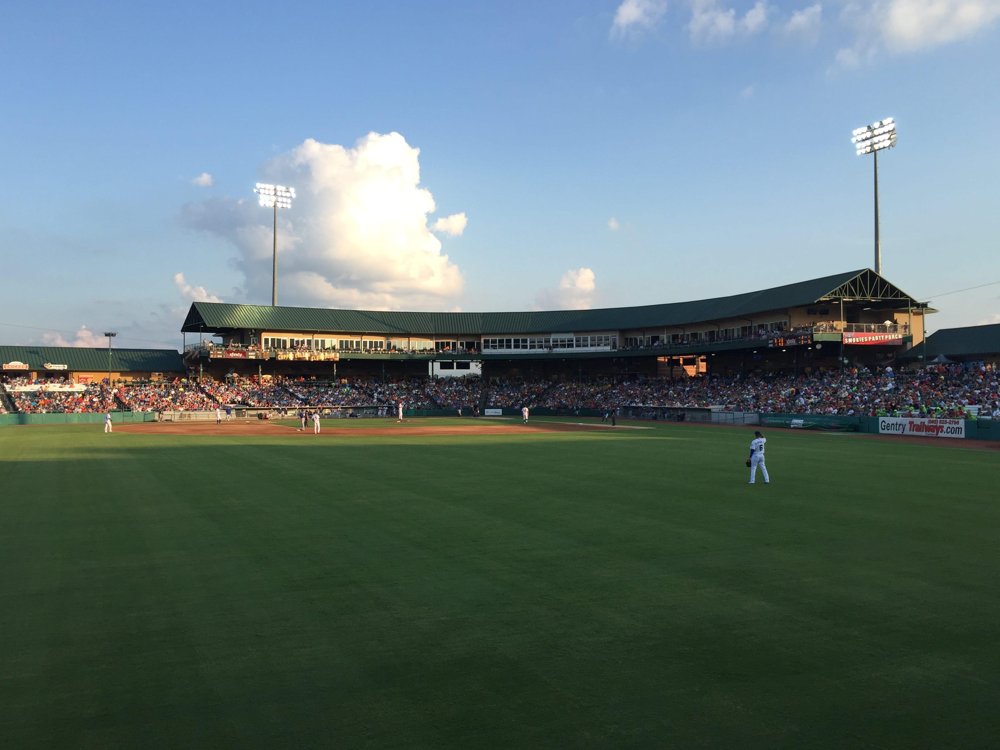 The Tennessee Smokies drew a single-game record crowd of 7,866 on Friday night at Smokies Stadium.