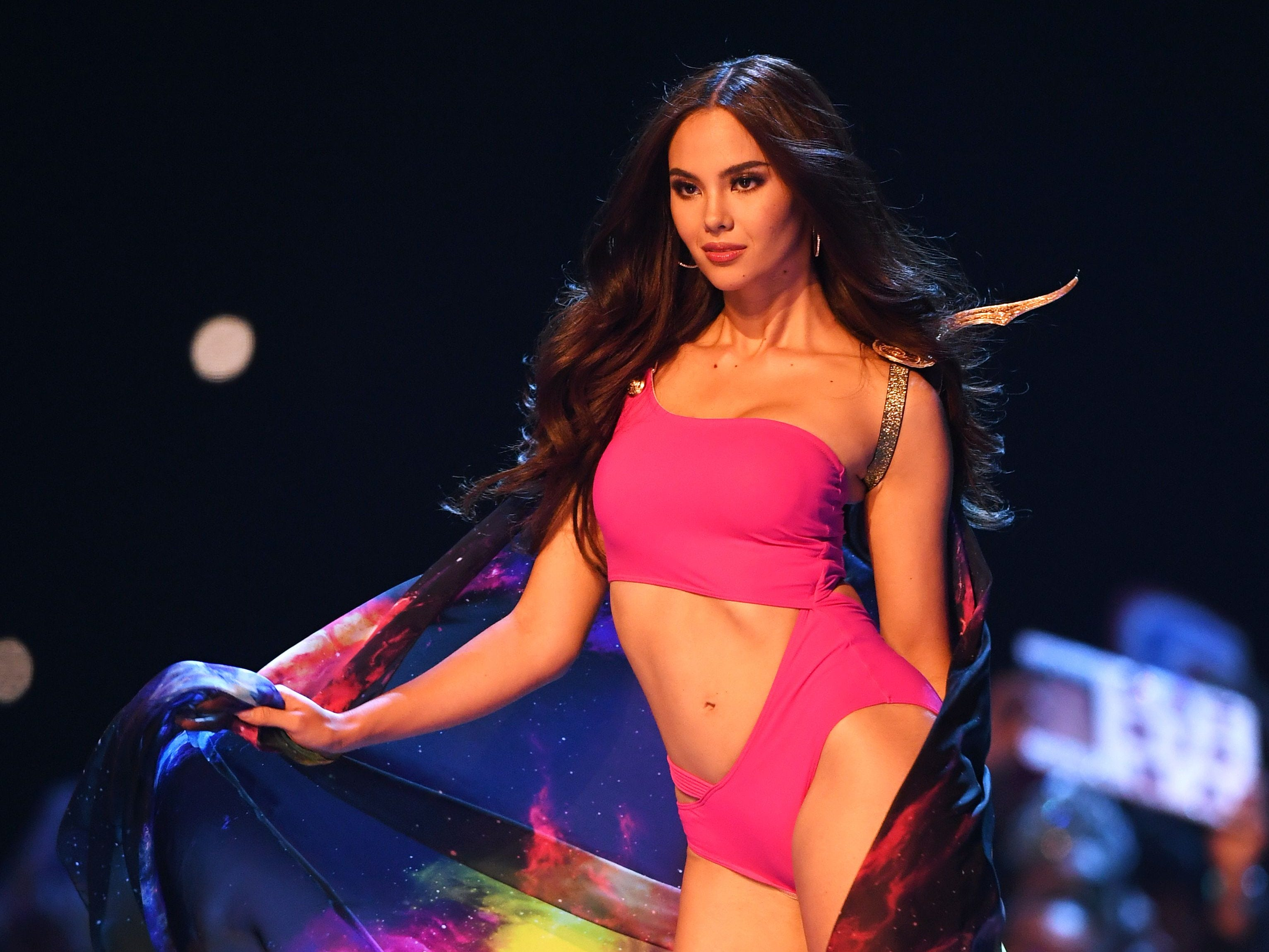 Catriona Gray, de Filipinas, en el desfile de traje de baño del concurso Miss Universo de 2018 en Bangkok el 17 de diciembre de 2018.