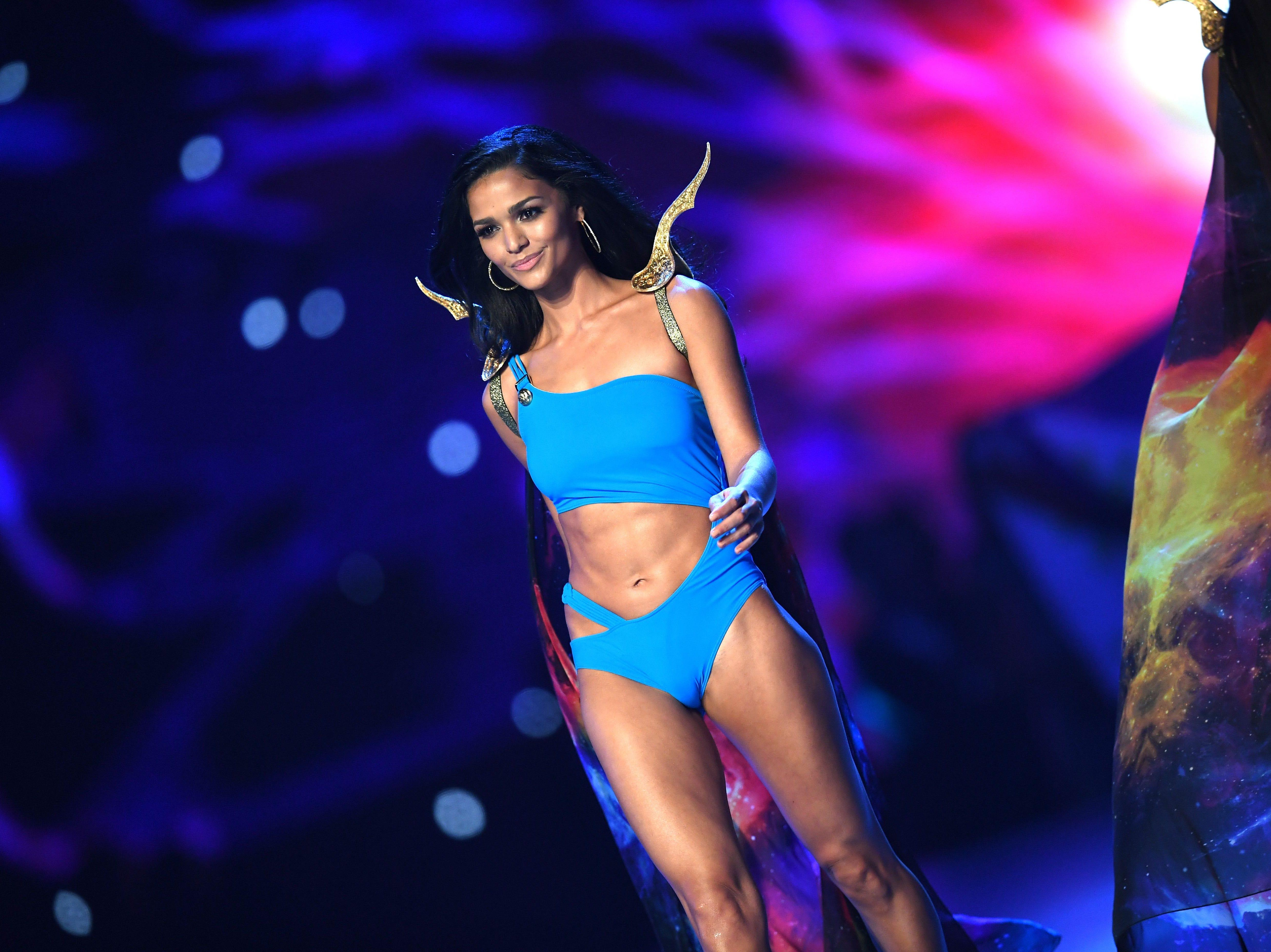 Kiara Ortega de Puerto Rico, en el desfile de traje de baño del concurso Miss Universo de 2018 en Bangkok el 17 de diciembre de 2018.