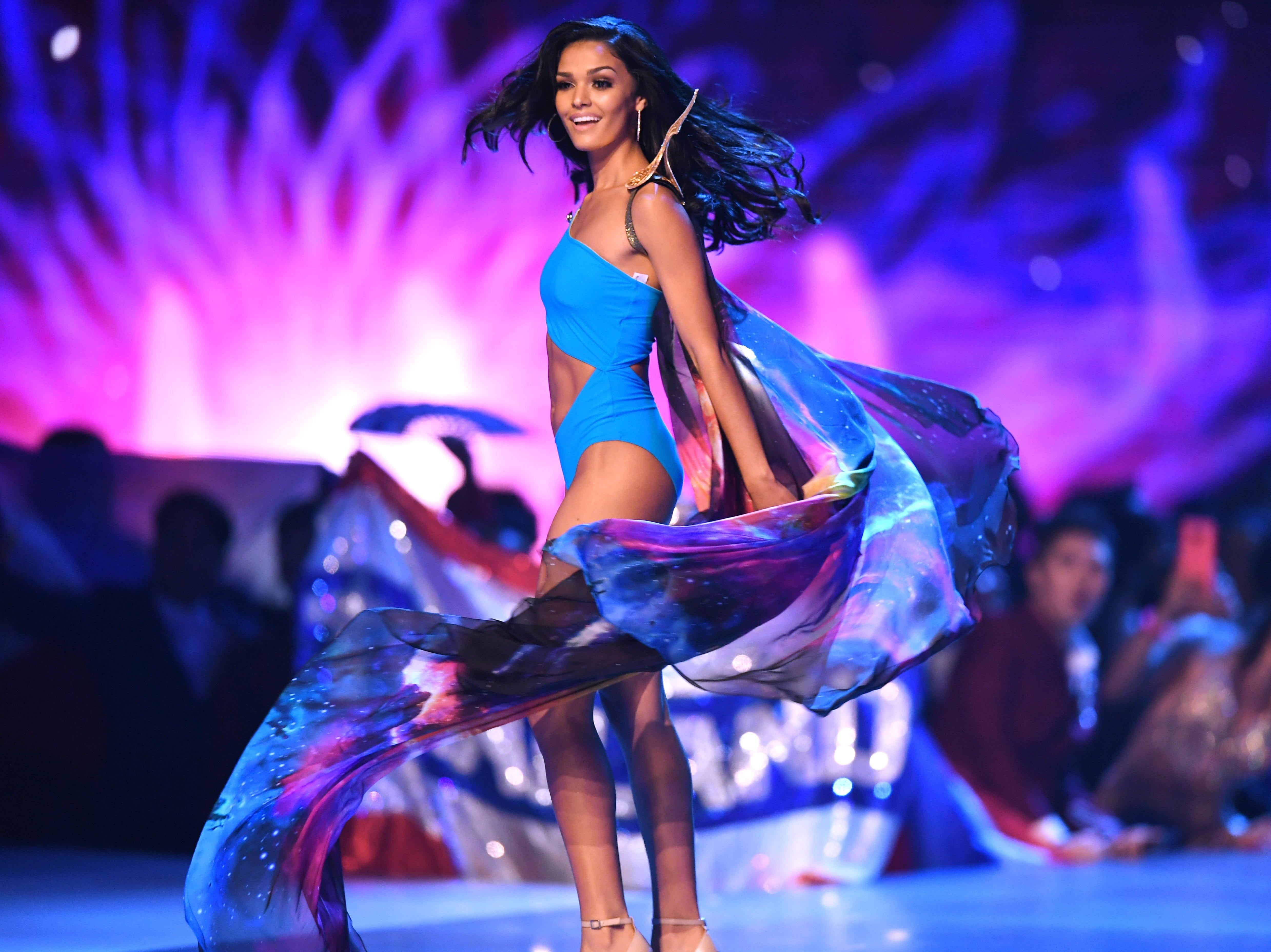 Kiara Ortega, de Puerto Rico, en el desfile de traje de baño del concurso Miss Universo de 2018 en Bangkok el 17 de diciembre de 2018.