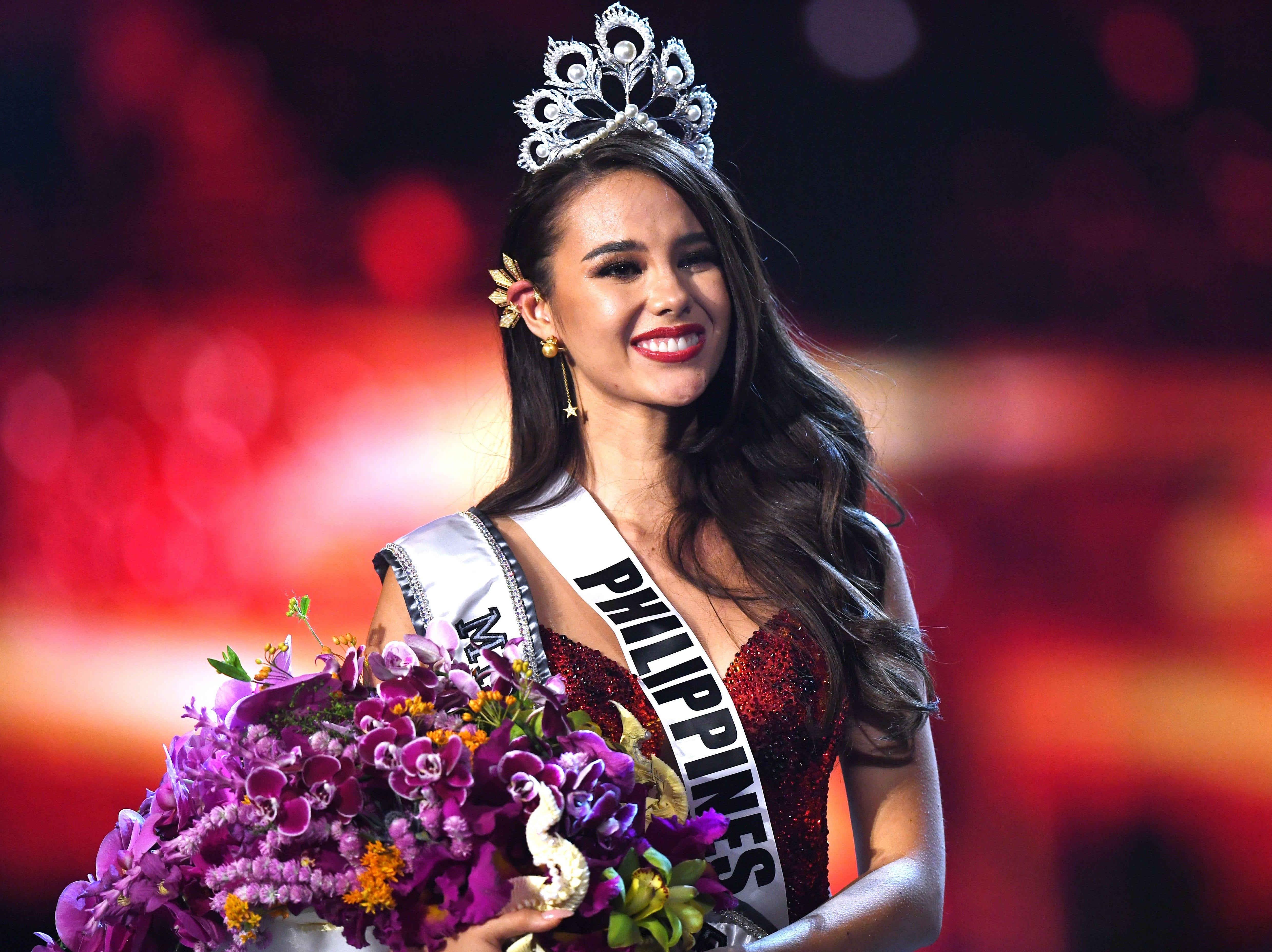 Catriona Grey de Filipinas sonríe después de ser coronada la nueva Miss Universo 2018 el 17 de diciembre de 2018 en Bangkok.