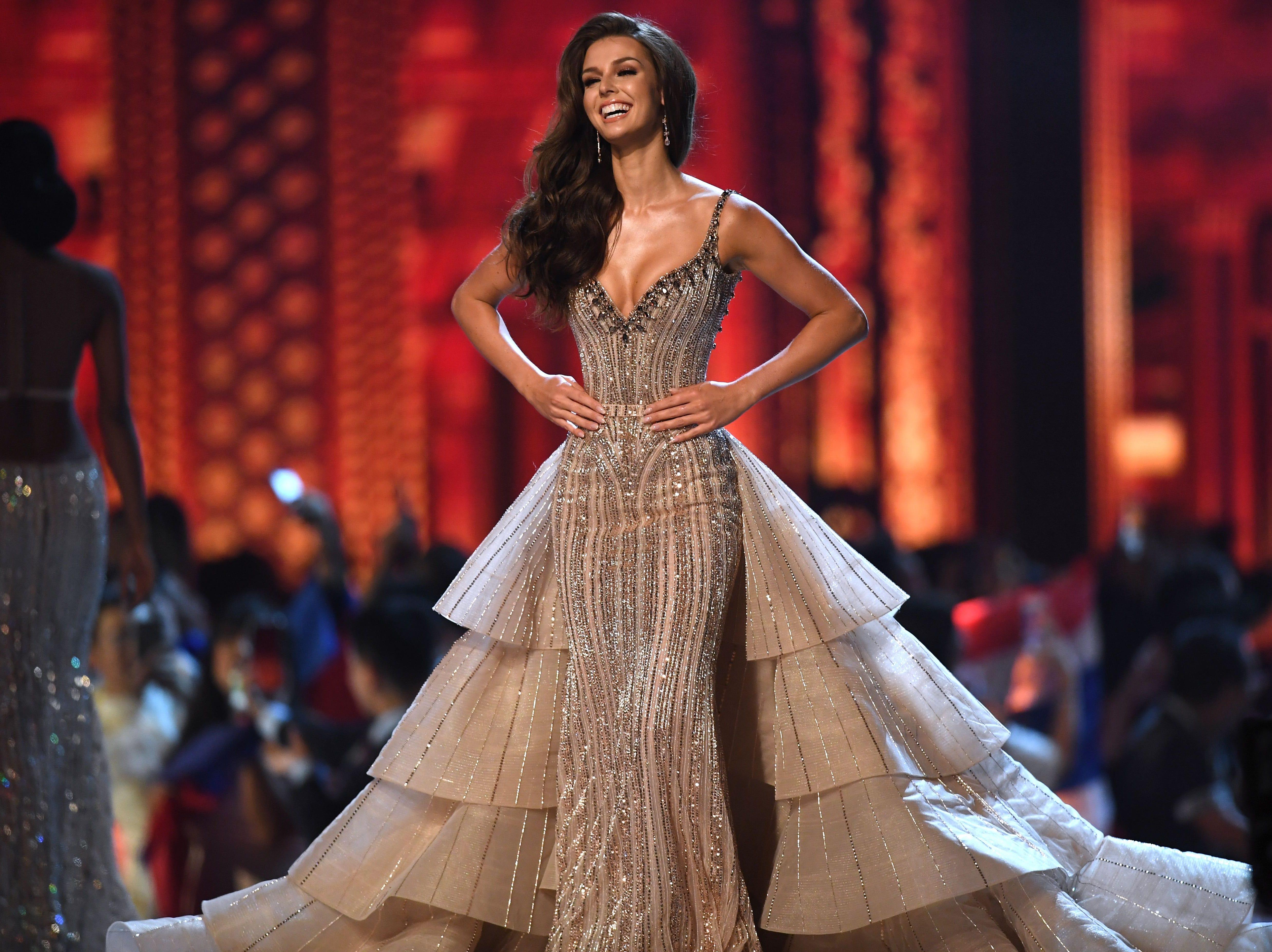Marta Stepien de Canadá en la pasarela luego de ser seleccionada como las 10 mejores finalistas durante el concurso Miss Universo 2018 en Bangkok el 17 de diciembre de 2018.