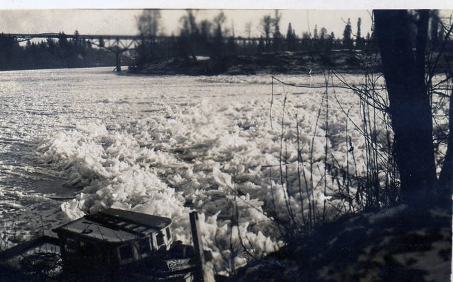 The Willamette River is seen covered in ice during a cold snap that lasted nearly two weeks in December 1924. This photo is looking north toward the old Center Street Bridge from Minto-Brown Island.