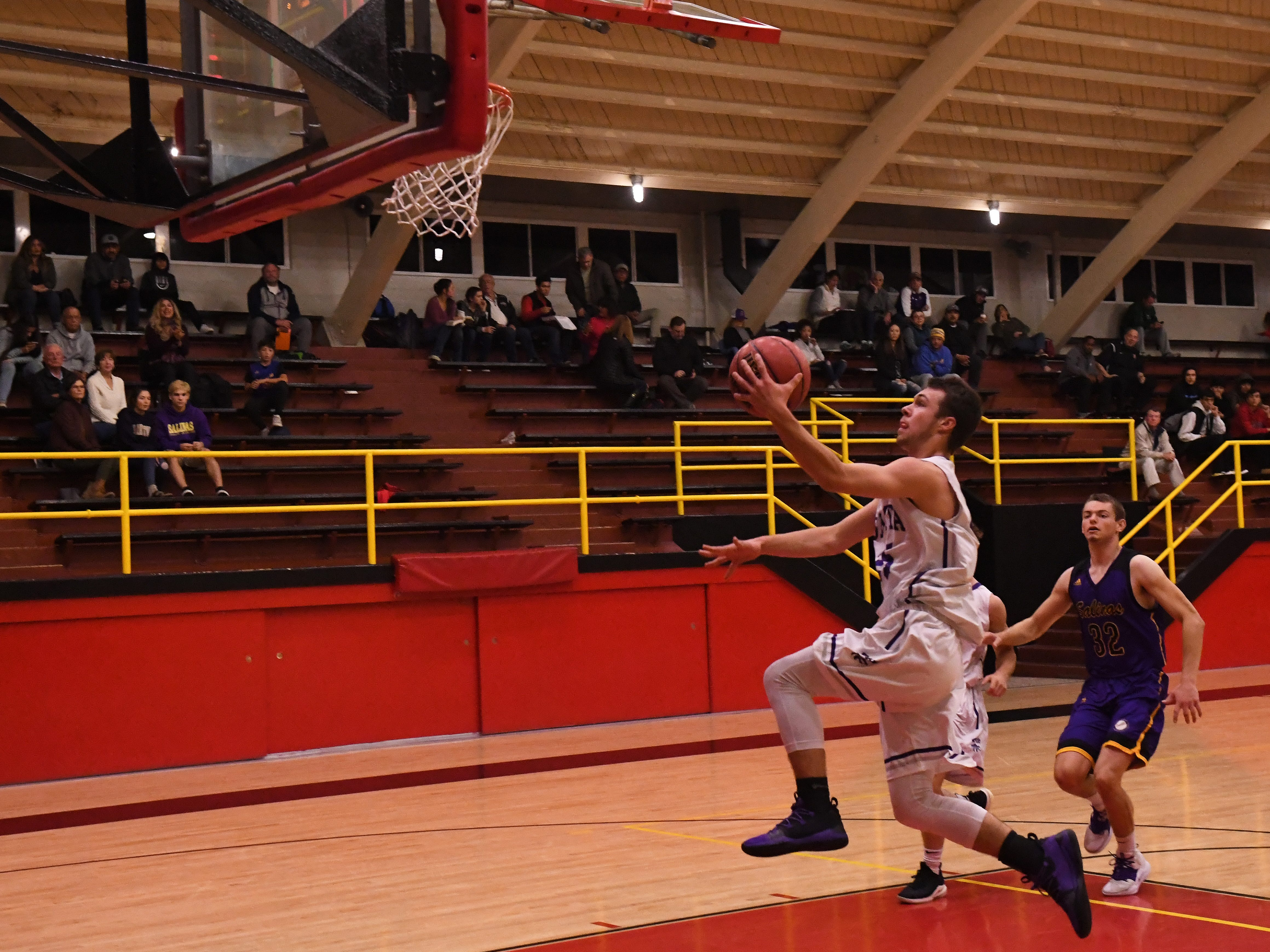 Shasta guard JT Beasley (25) rises up for a layup in the first quarter.