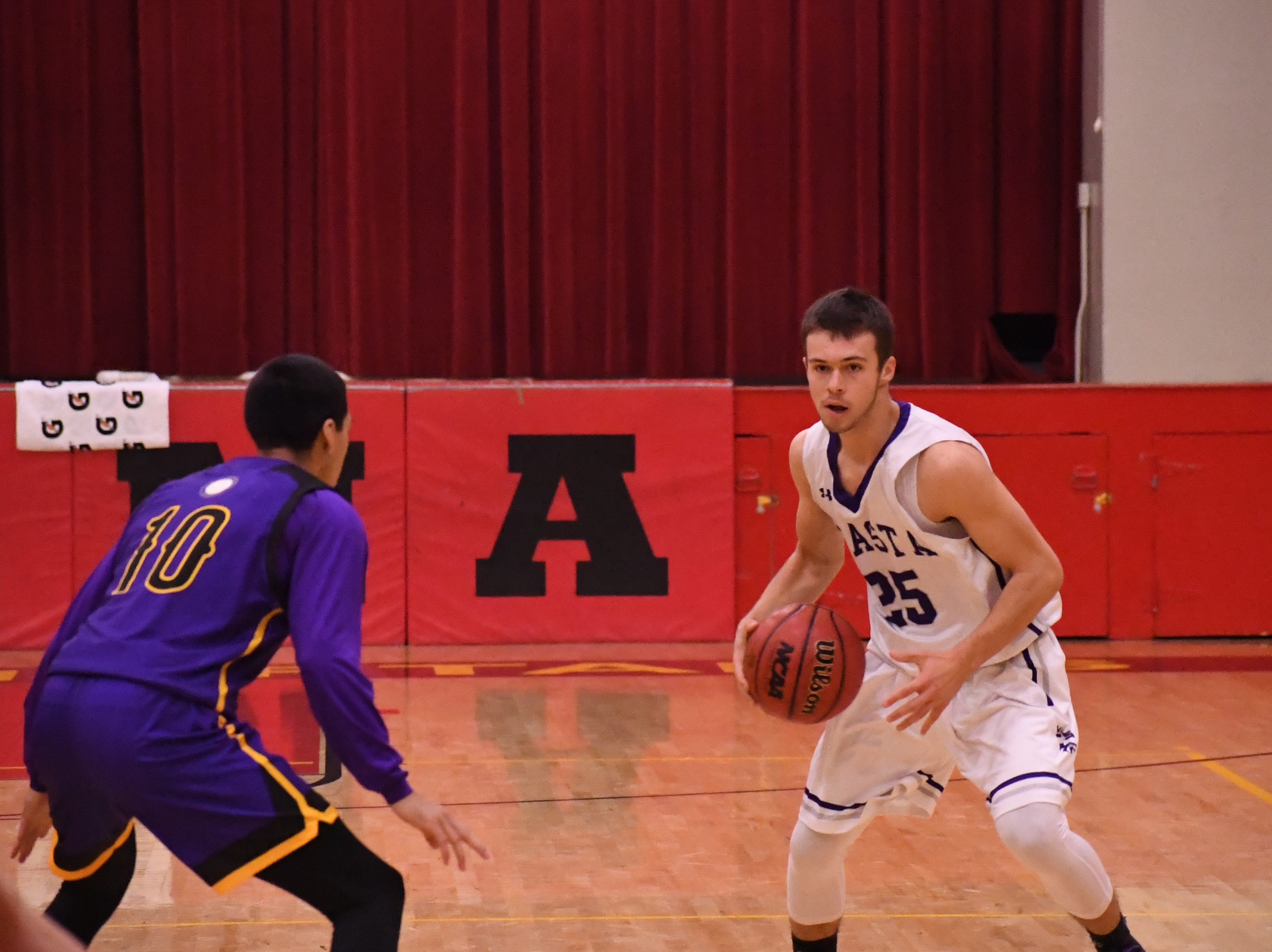Shasta guard JT Beasley (25) looks to pass after crossing half court.