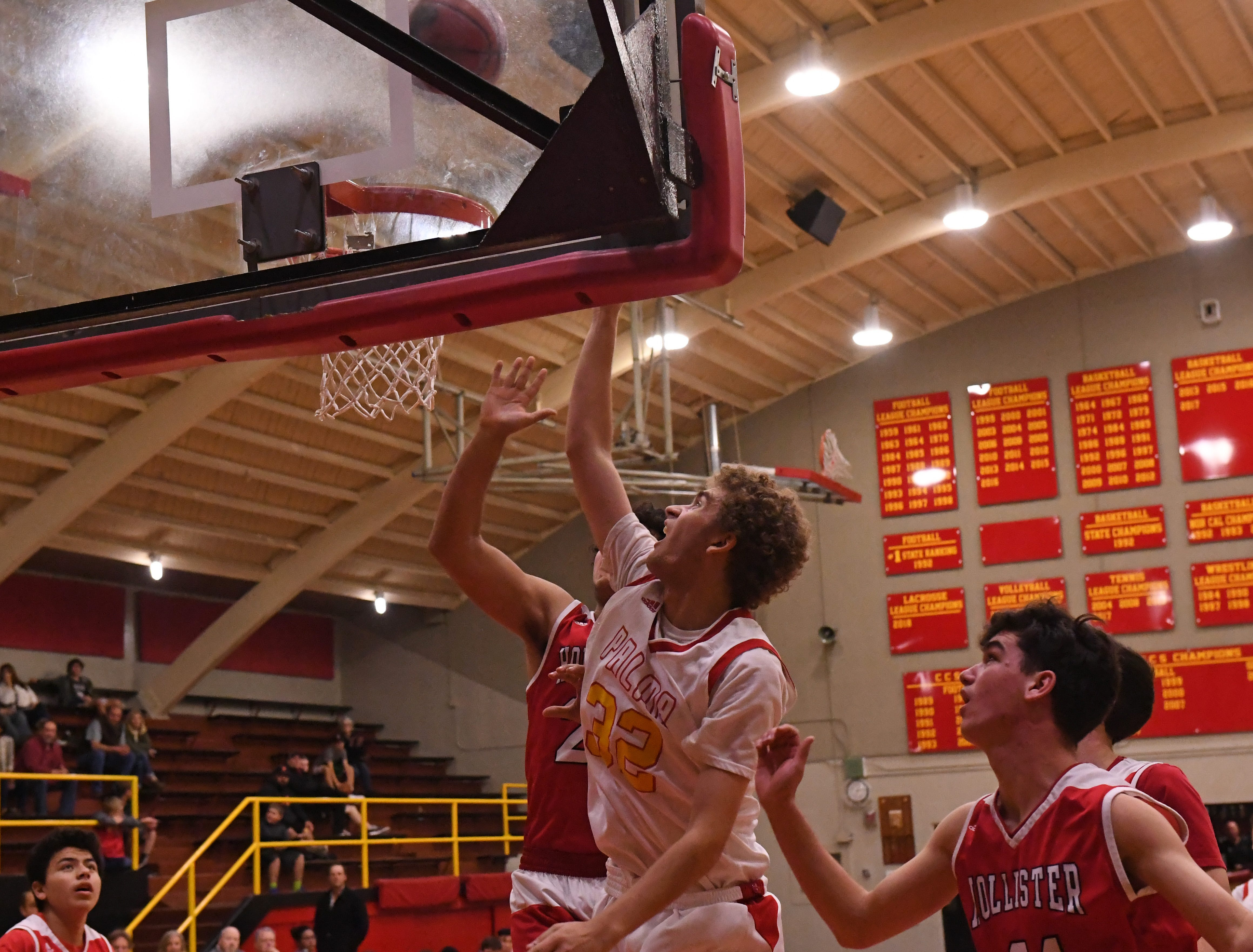 Palma forward Colin Neff (32) shoots from the low block in the third quarter.