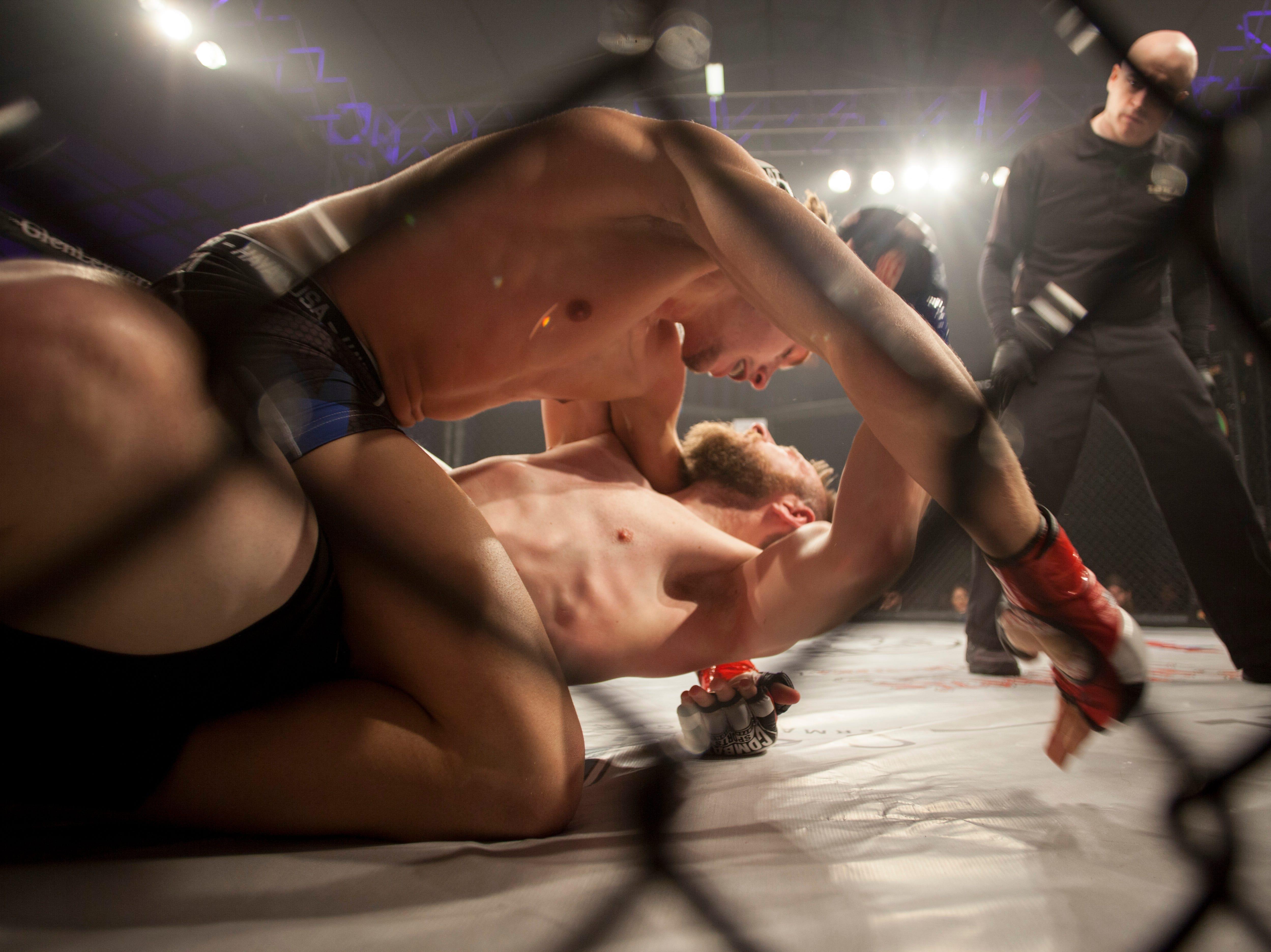 Zane Darlington, in the red corner, defeats Joshua Tolbirt during Mayhem in Mesquite at the Casablanca Saturday, Dec. 15, 2018.