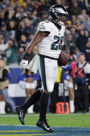 Philadelphia Eagles running back Wendell Smallwood celebrates after scoring against the Los Angeles Rams during the second half in an NFL football game Sunday, Dec. 16, 2018, in Los Angeles.(AP Photo/Jae C. Hong)