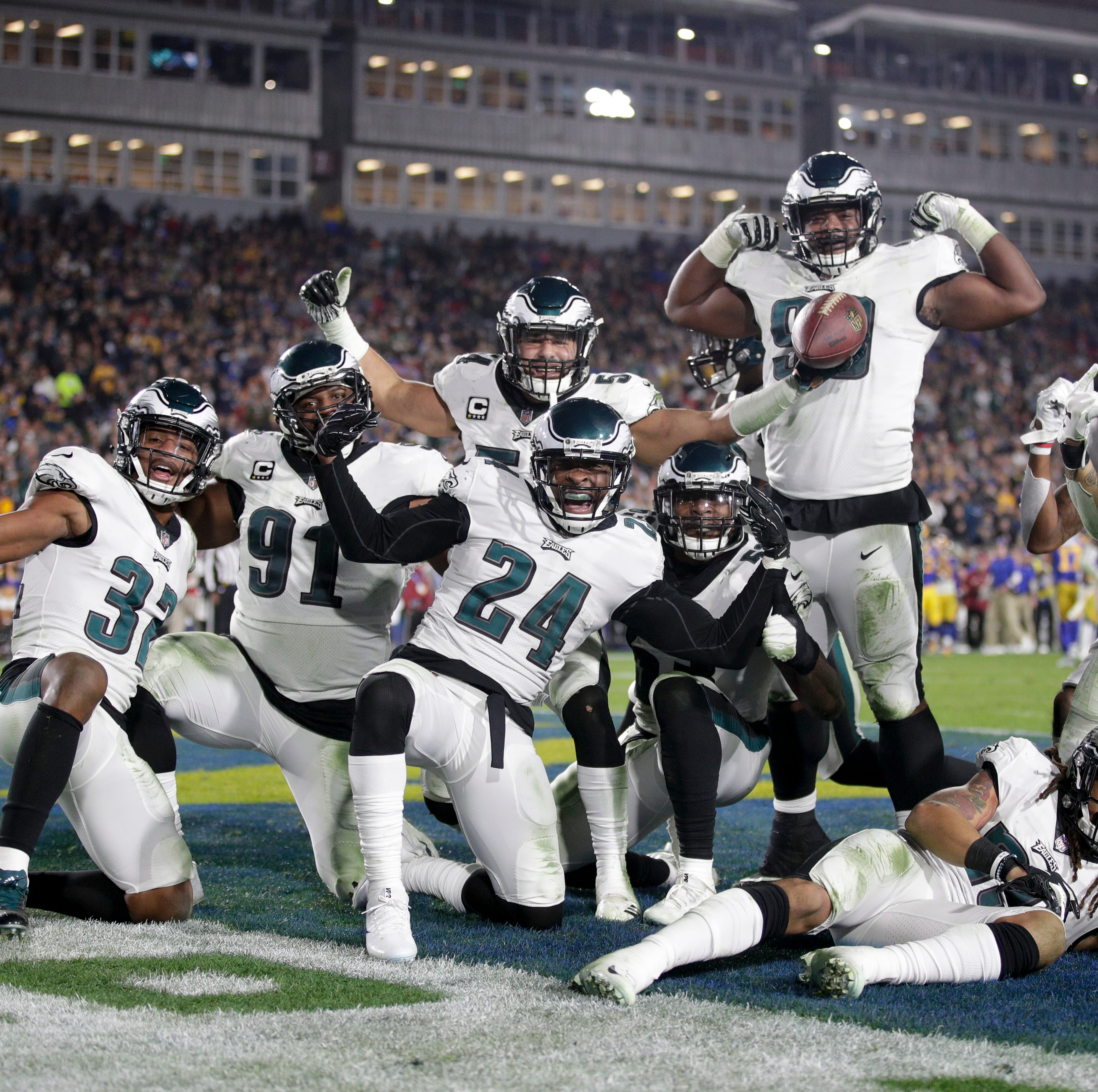 Foles, filling in for Wentz, leads Eagles past Rams to keep playoff hopes alive