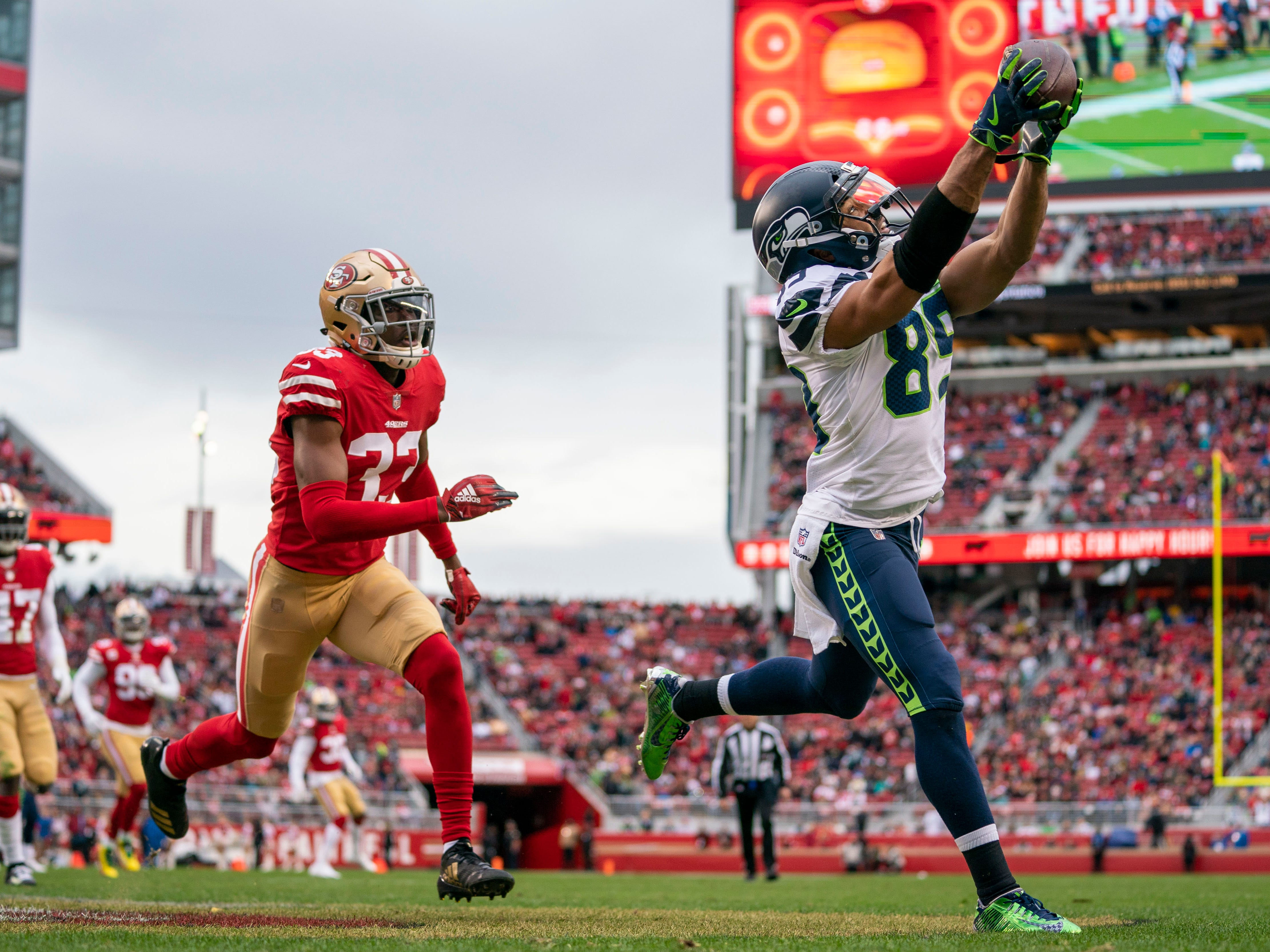 Seattle Seahawks wide receiver Doug Baldwin catches a touchdown pass against the San Francisco 49ers at Levi's Stadium.