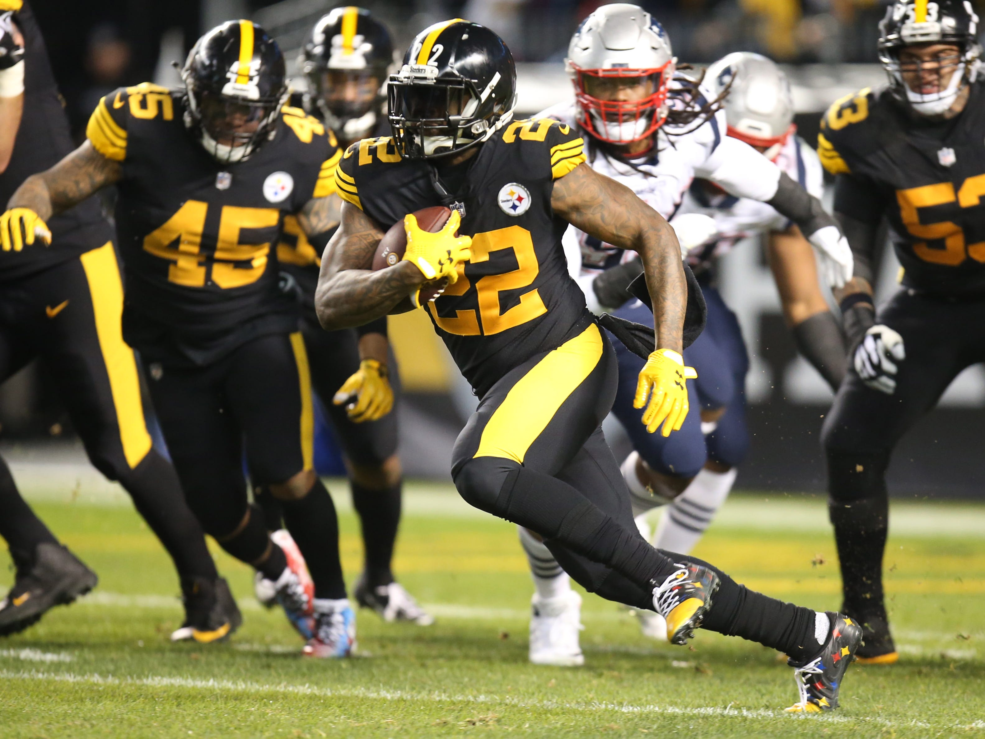 Pittsburgh Steelers running back Stevan Ridley rushes the ball against the New England Patriots during the second quarter at Heinz Field.