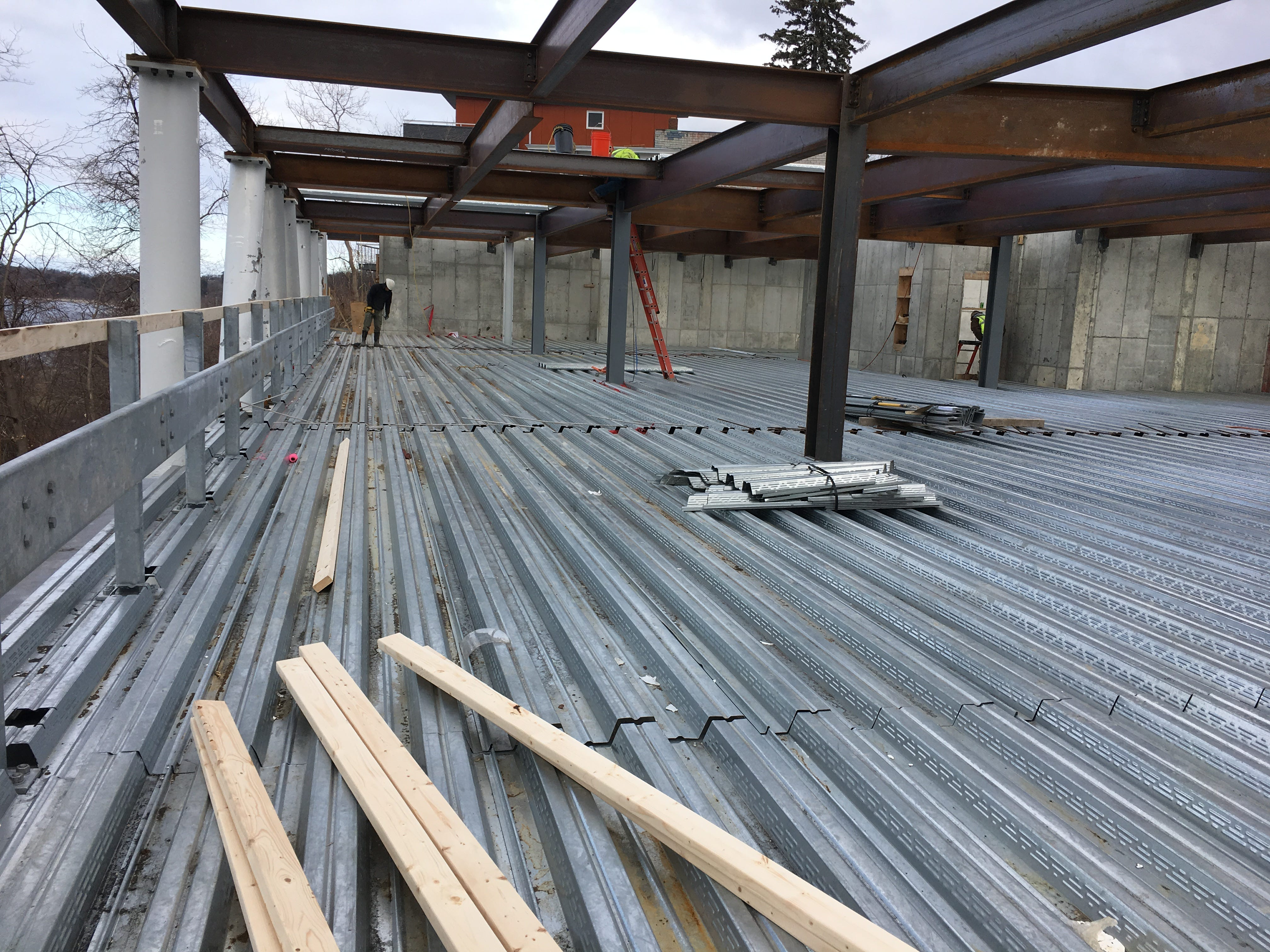 """A metalworker prepares a parking deck for concrete at the """"One Lakeview"""" apartment building on Dec. 18, 2018."""