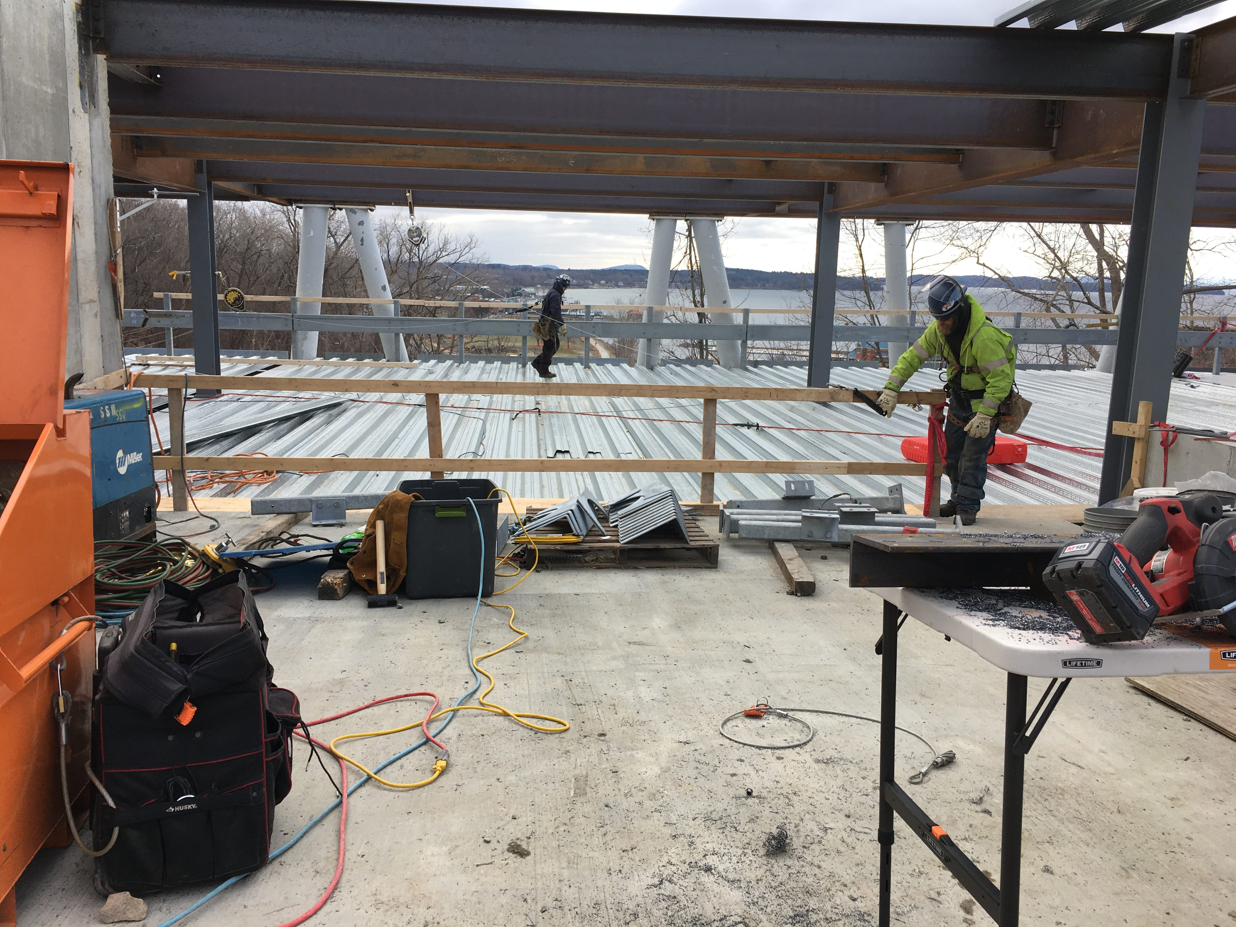"""Metalworkers prepares a parking deck for concrete at the """"One Lakeview"""" apartment building on Dec. 18, 2018."""