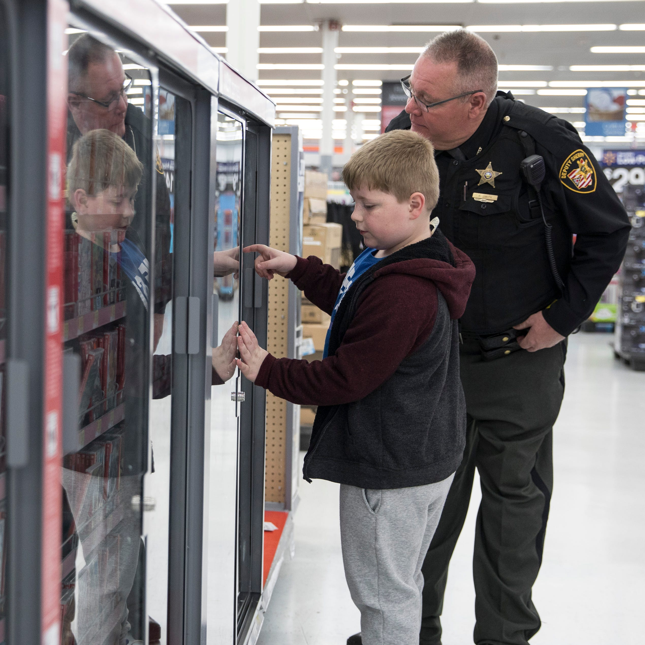 Chillicothe's Shop with a Cop delights kids, officers