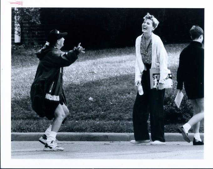 "Director Penny Marshall did a little dance in the middle of 6th Street in Henderson, Ky. as she and actress Geena Davis, right, left the movie scene that was being filmed for the movie ""A League of Their Own."""