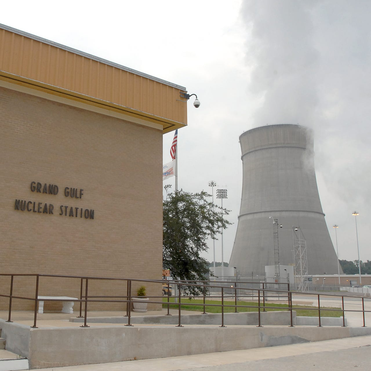 Investigation underway after nuclear power plant unexpectedly shut down