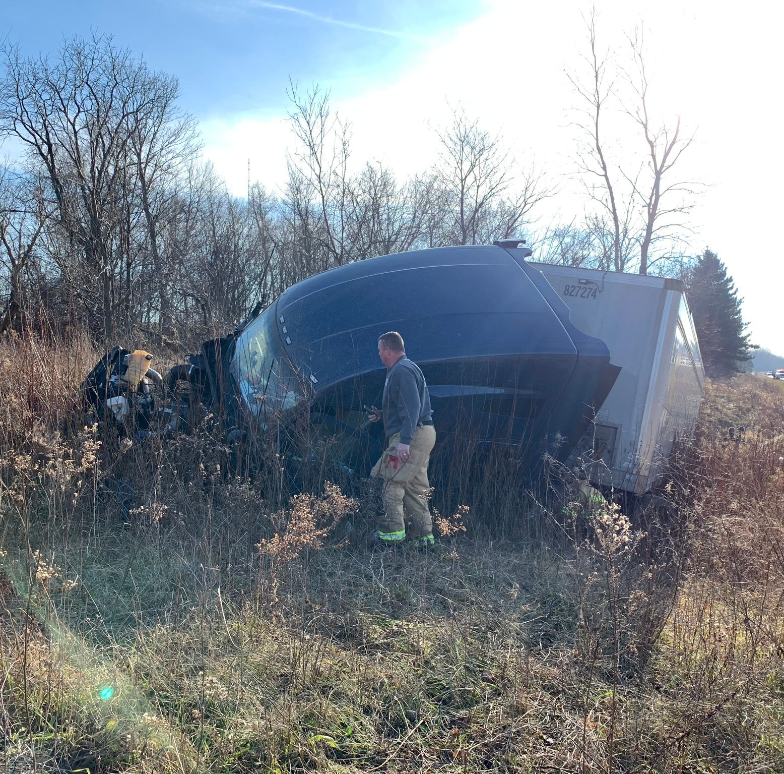 Semi-truck goes off road, drives into ditch on northbound I-71
