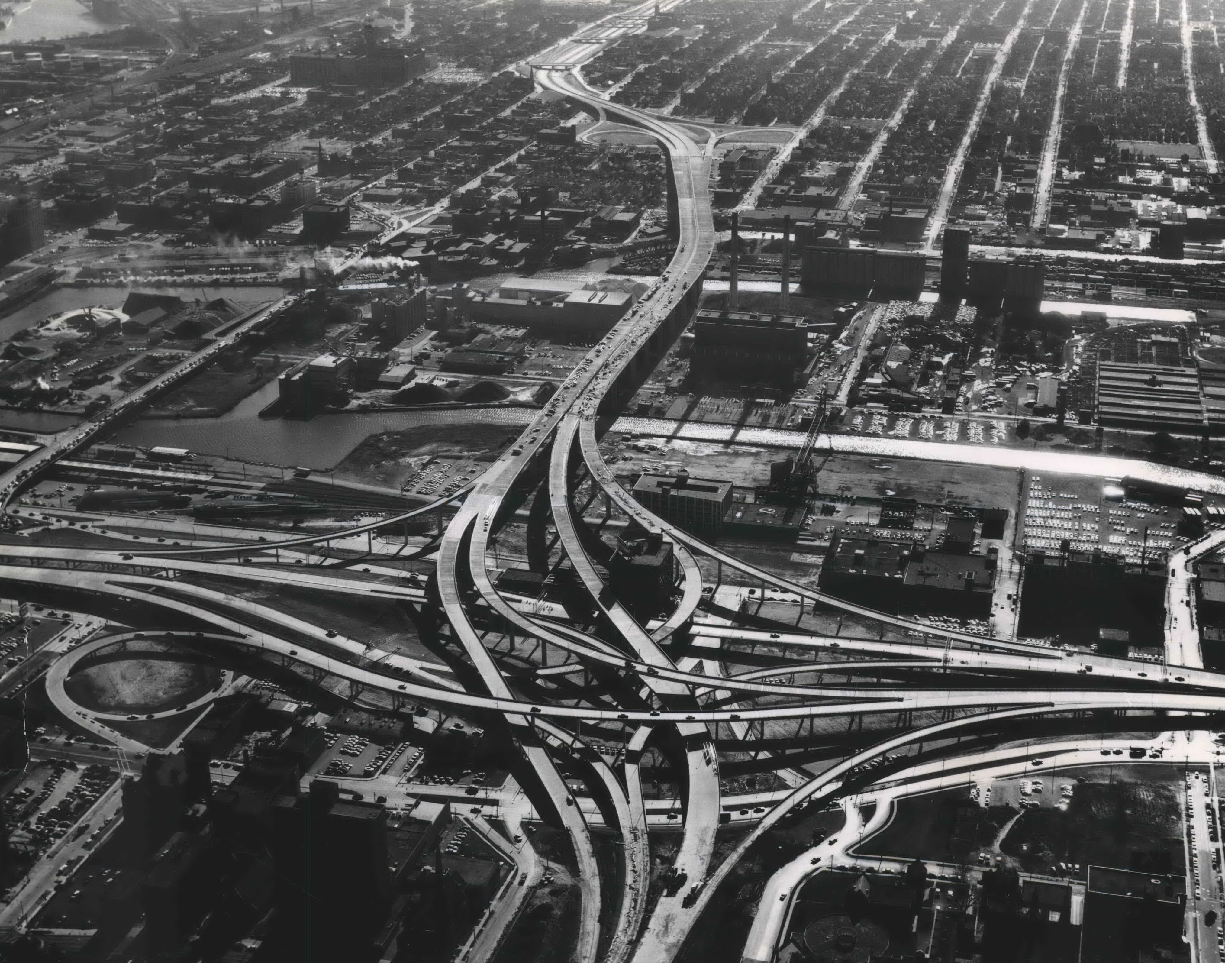 The new North-South Freeway snakes through Milwaukee's south side and curves onto the bridge across the Menomonee Valley before entering the Marquette Interchange. The East-West freeway runs left to right. This photo was published in the Milwaukee Sentinel on Dec. 23, 1968, the day the Marquette Interchange first opened.